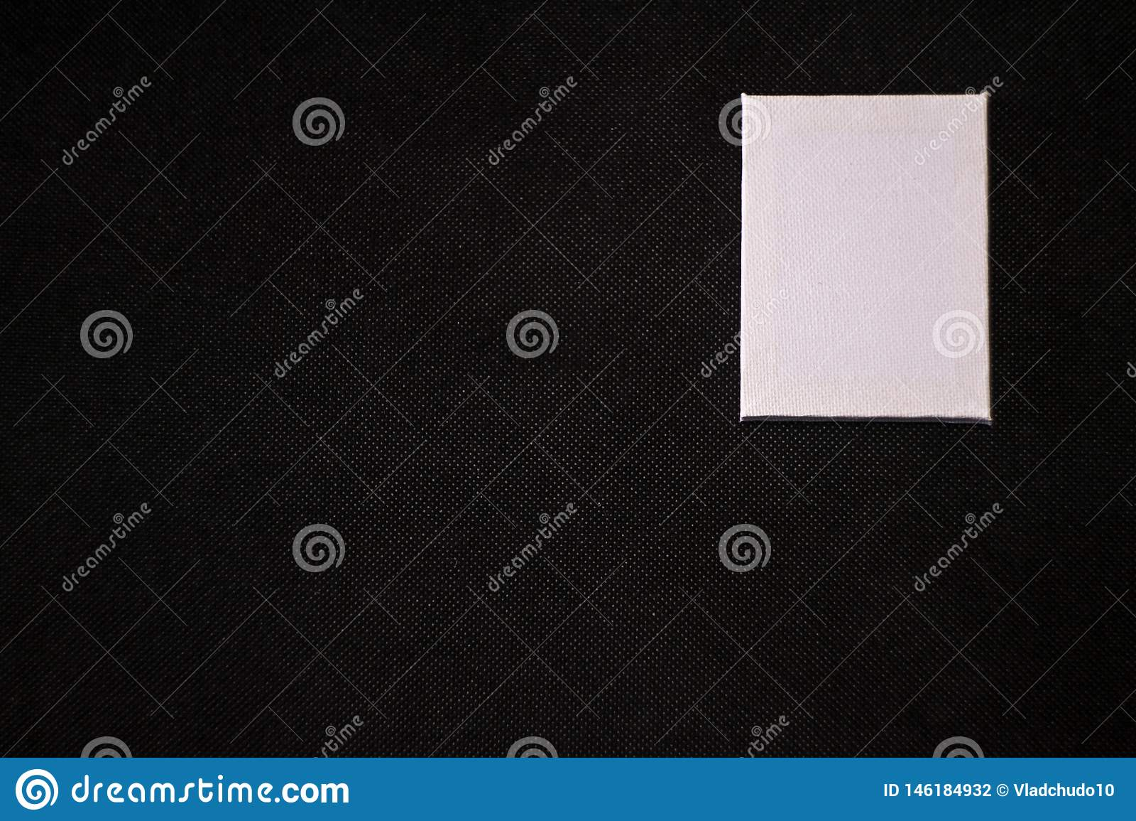 Quadrado branco do fundo preto
