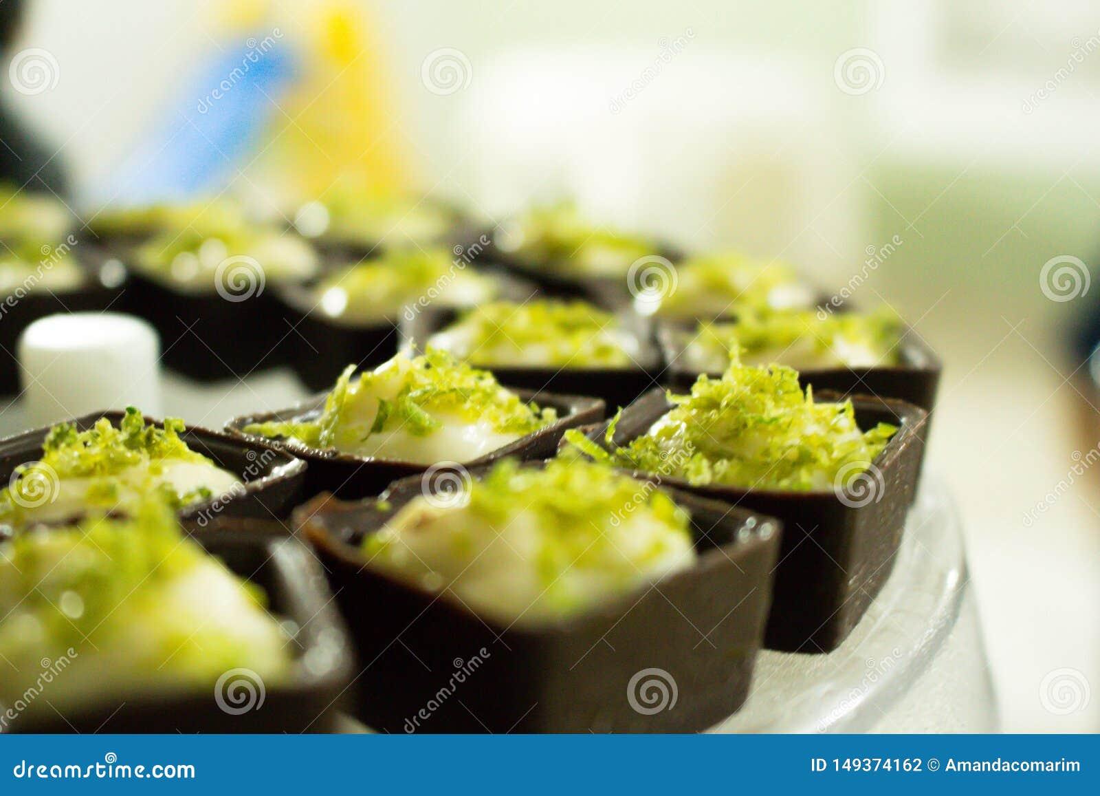 Quadrado do chocolate com musse do limão