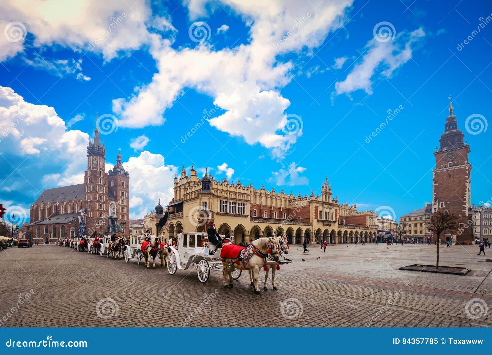 Quadrado principal na cidade velha de Krakow