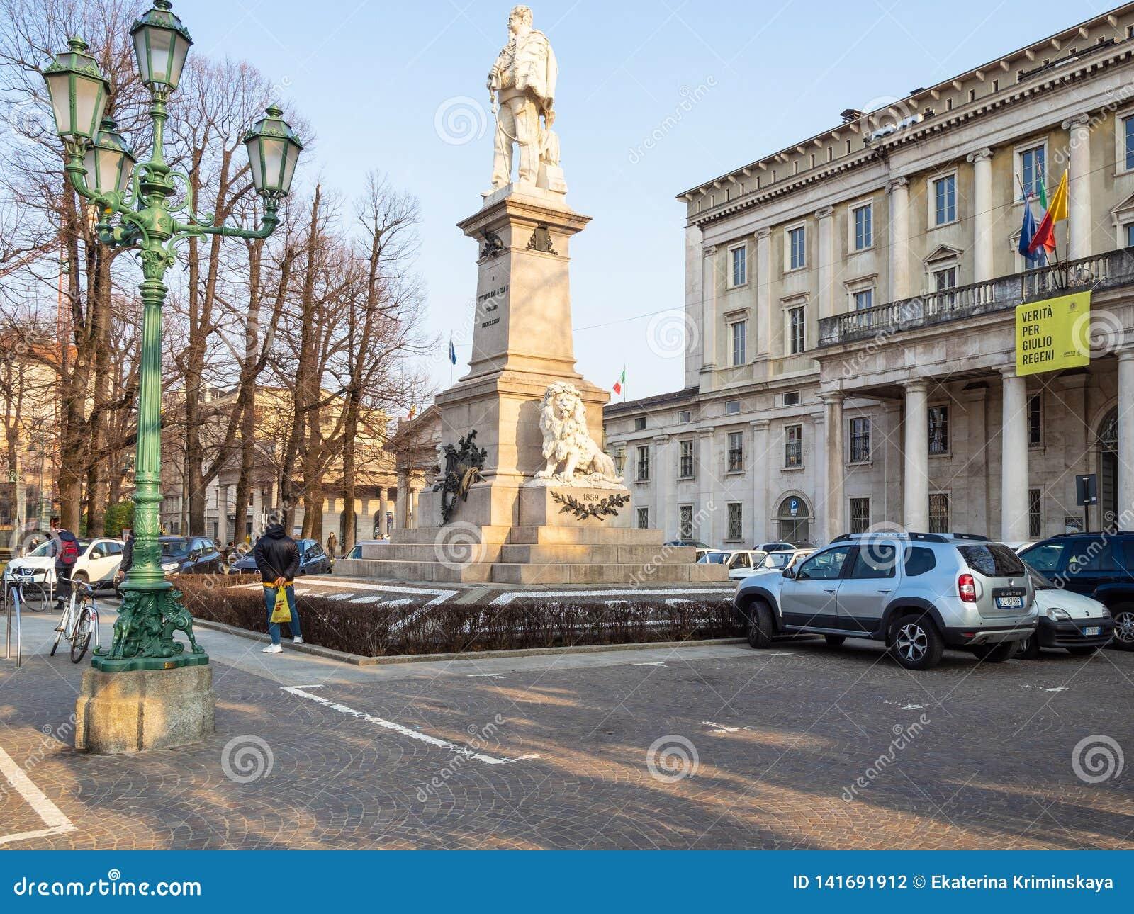 Quadratischer Marktplatz Giacomo Matteotti In Bergamo-Stadt Redaktionelles  Stockfotografie - Bild von lombardei, tour: 141691912