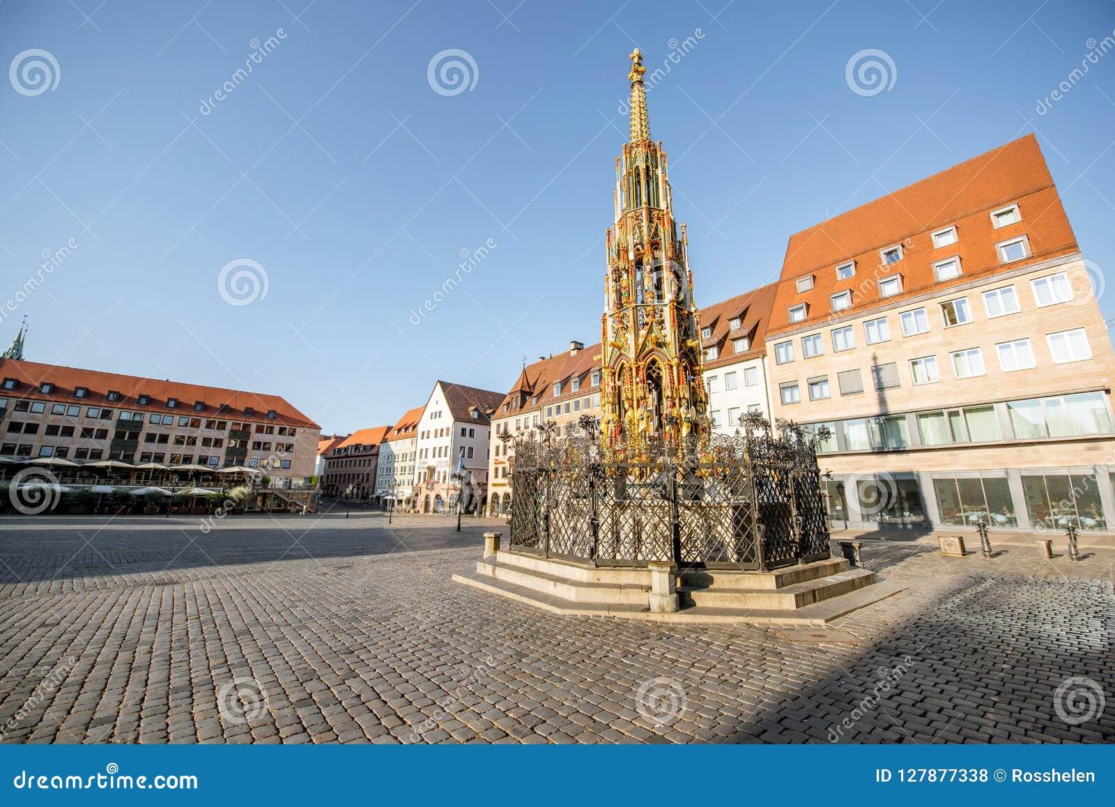 Quadrato centrale di vecchia città in Nurnberg, Germania