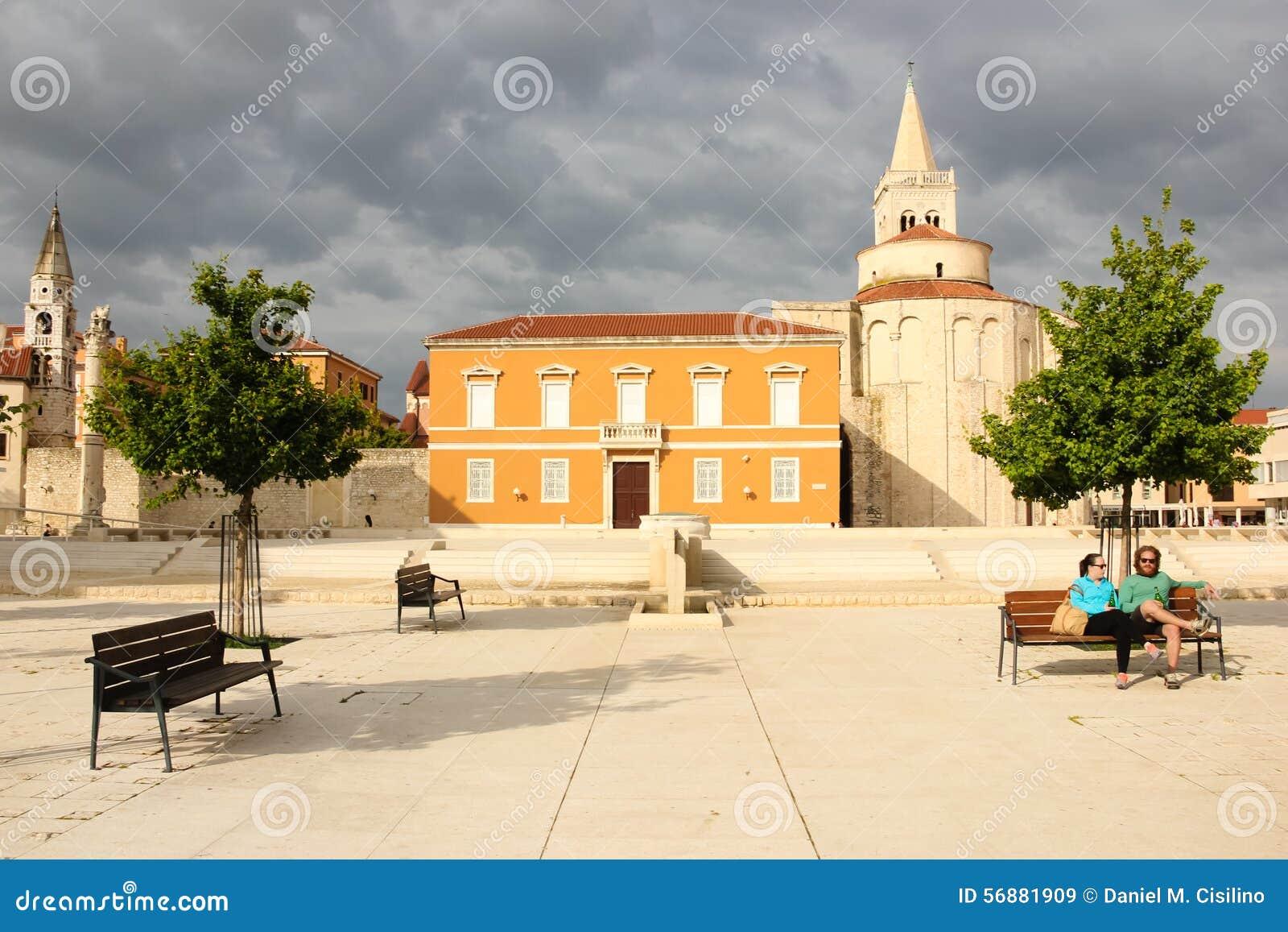 Quadrato principale e chiesa della st Donat Zadar La Croazia