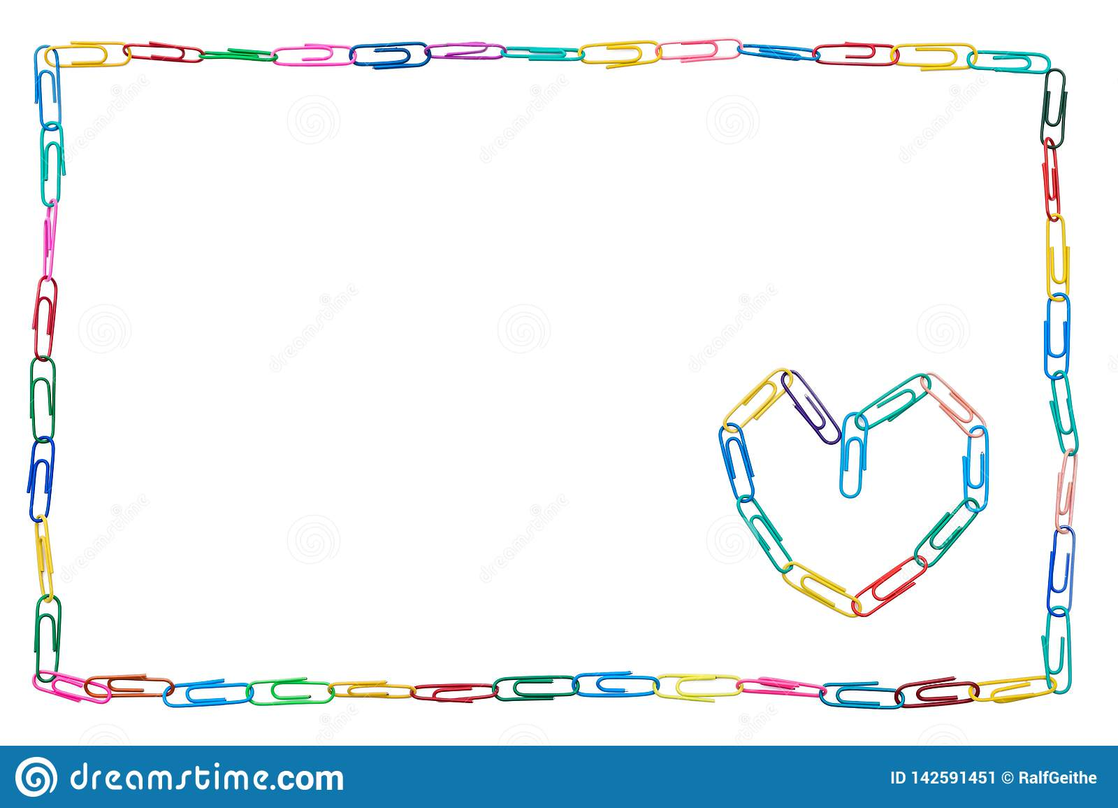 Quadro colorido feito dos clipes de papel no fundo branco com coração para o colega