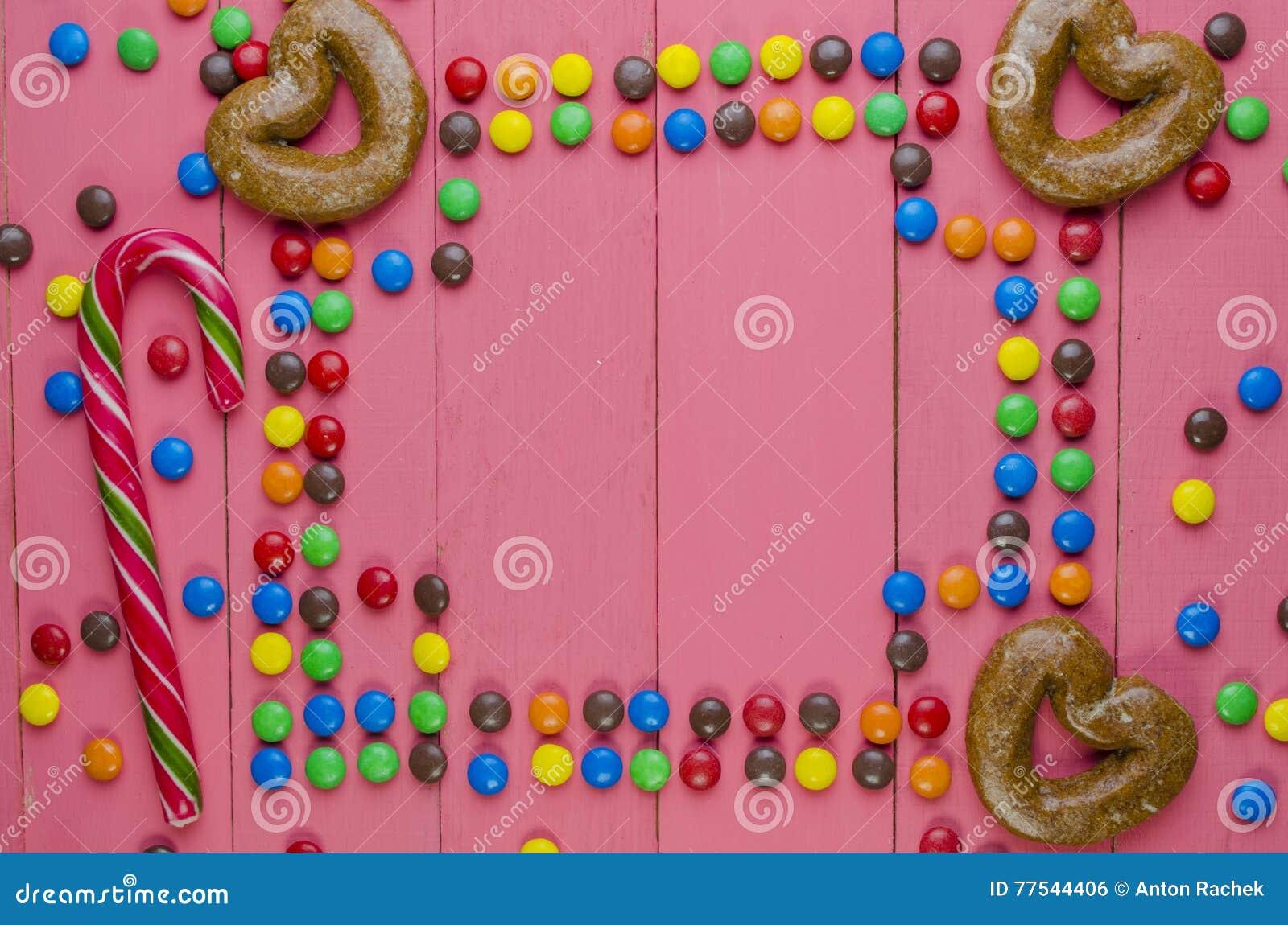Quadro dos doces em um fundo cor-de-rosa