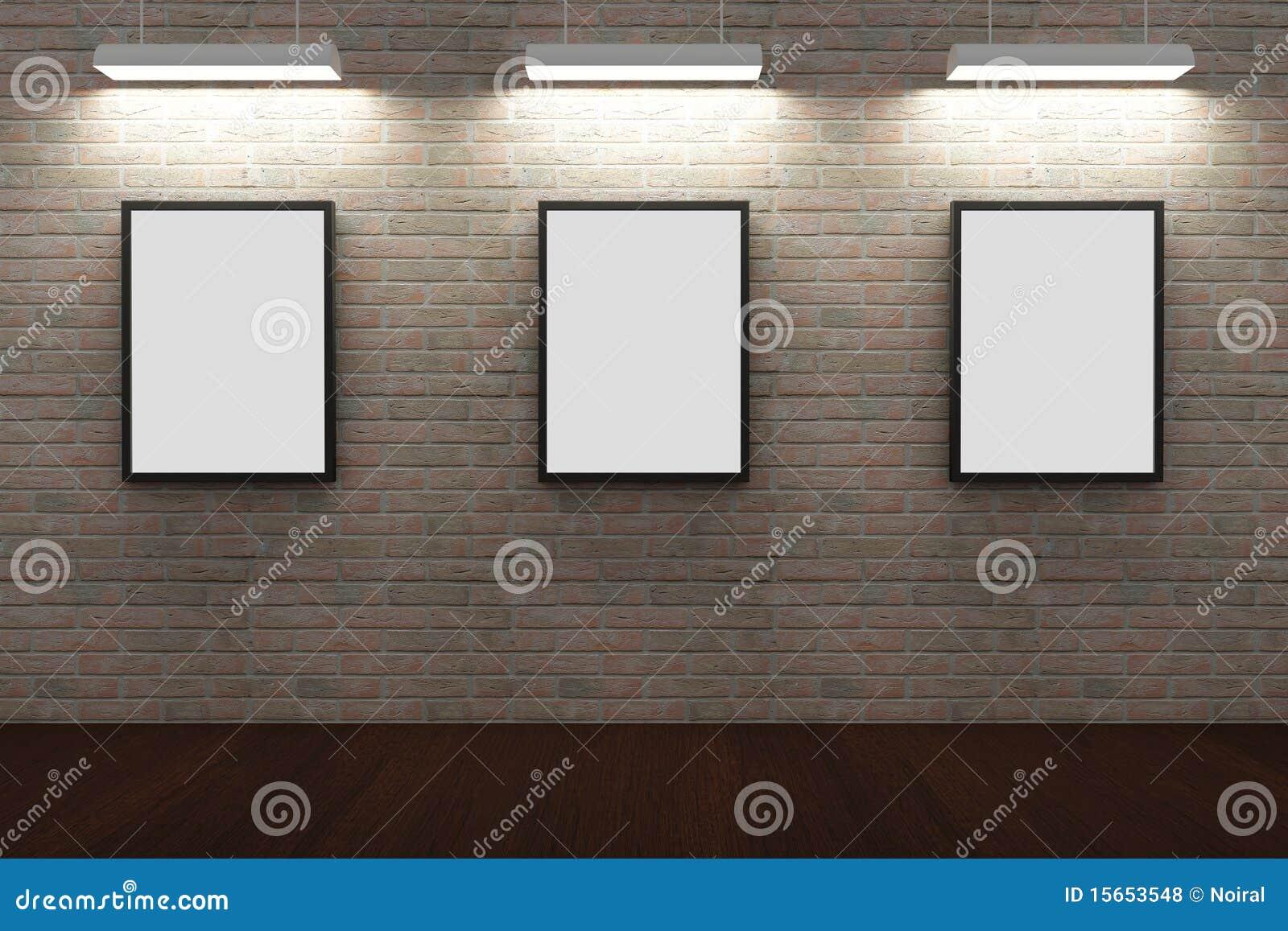 Quadros na parede de tijolo