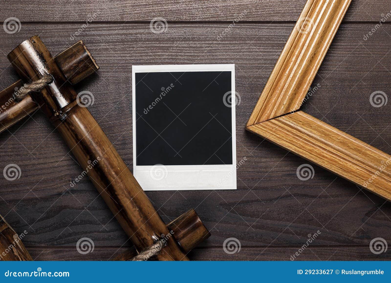 Download Quadros Vazios E Foto Velha Na Tabela De Madeira Imagem de Stock - Imagem de marrom, closeup: 29233627
