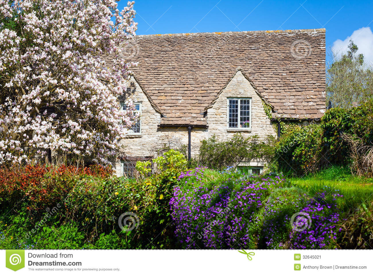 Quaint English Country Cottage Stock Image - Image: 32645021 Quaint English Cottages
