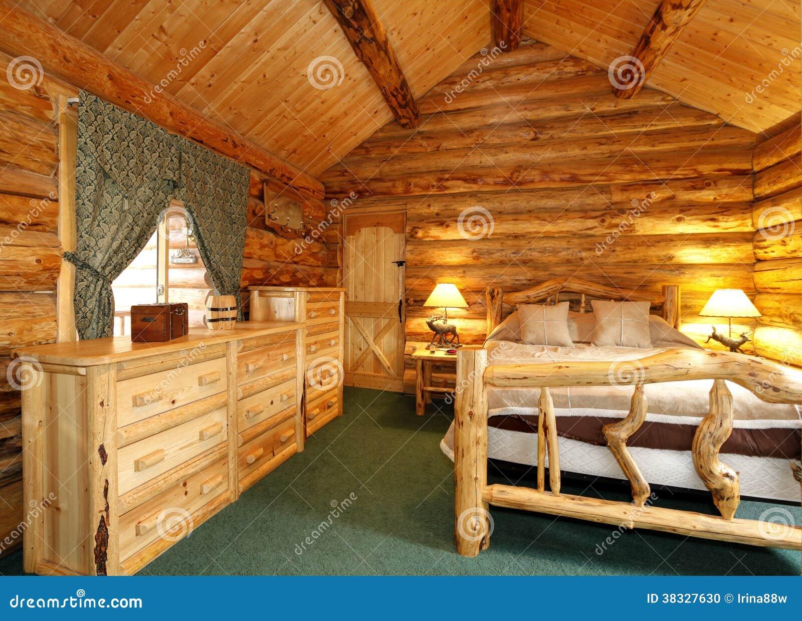 Quarto acolhedor na casa da cabana r stica de madeira foto - Interiores rusticos de casas ...