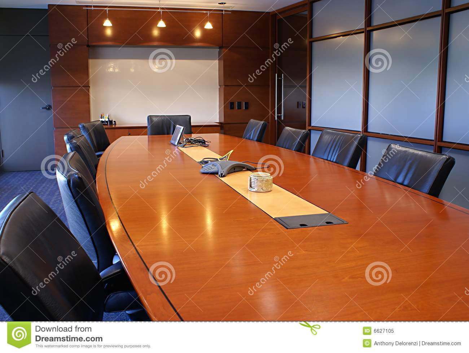 Quarto da formação ou de reunião corporativa.