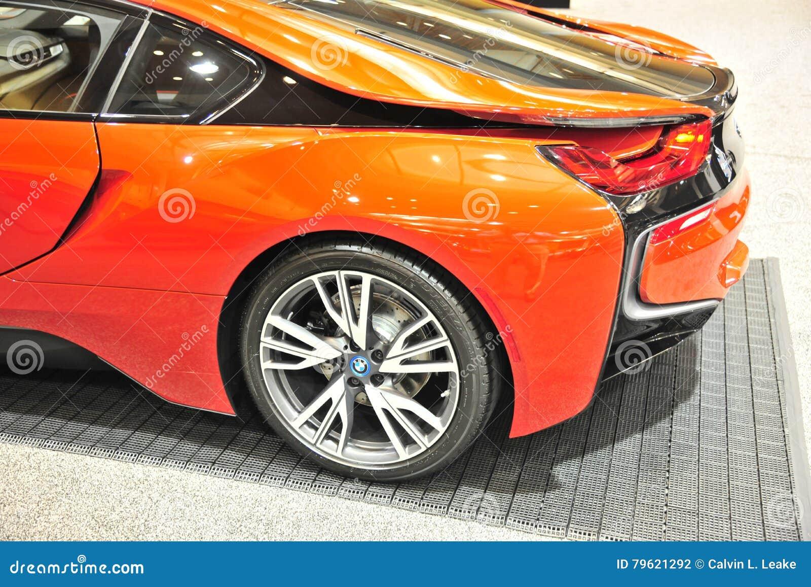 Quarto da parte traseira do carro de esportes de BMW I8