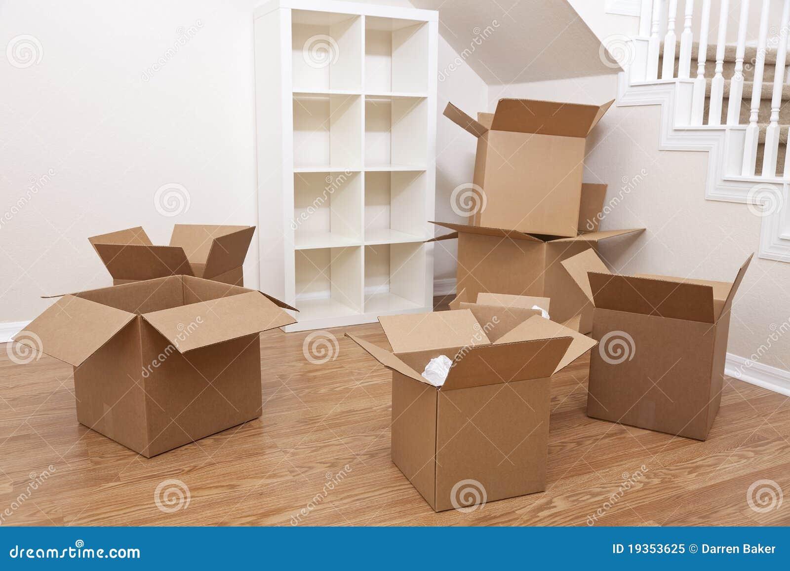 Quarto de caixas de cartão para casa movente