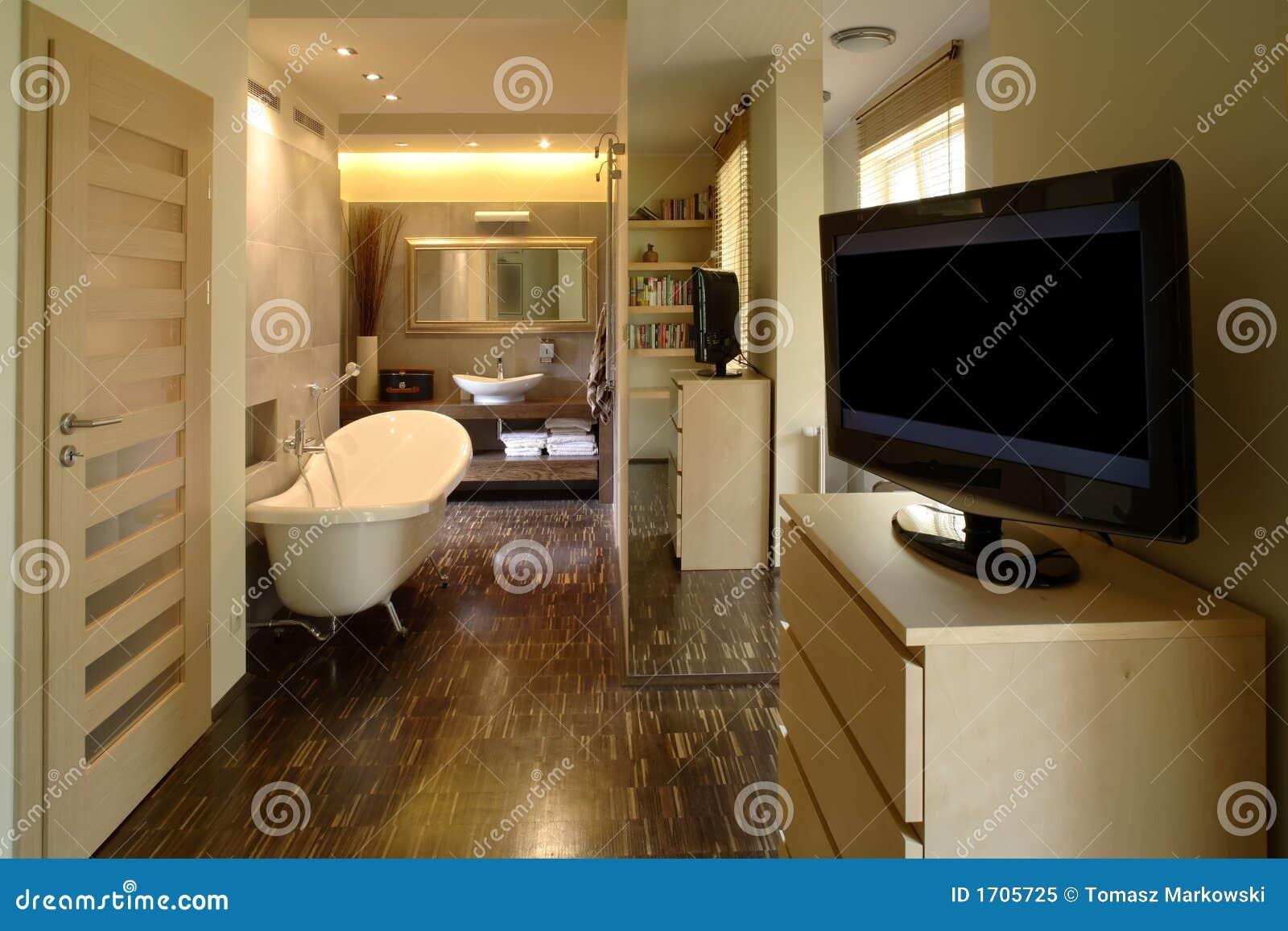 #87A823 Banheiro e quarto modernos em um apartamento luxuoso. 1300x957 px Banheiro Em Apartamento 3293