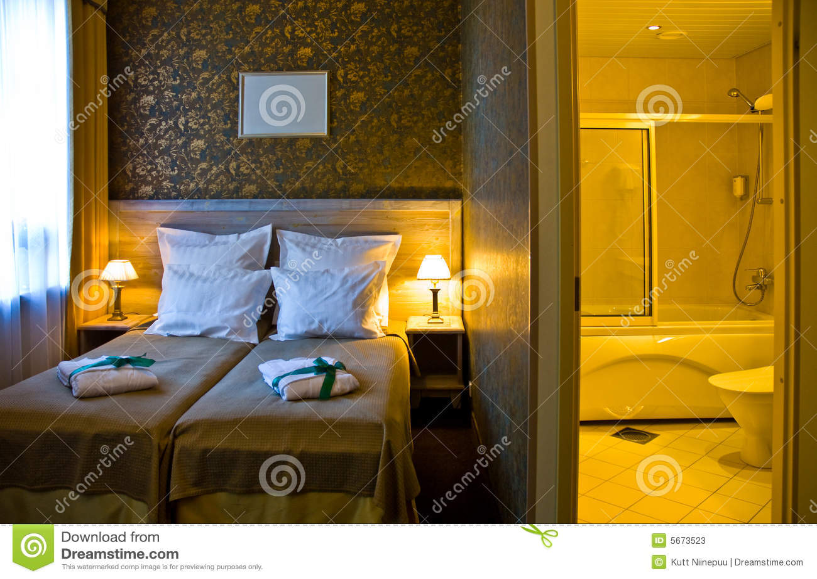 Quarto E Banheiro Do Hotel Fotos de Stock Imagem: 5673523 #C58906 1300x939 Acessorios Para Banheiro Hotel
