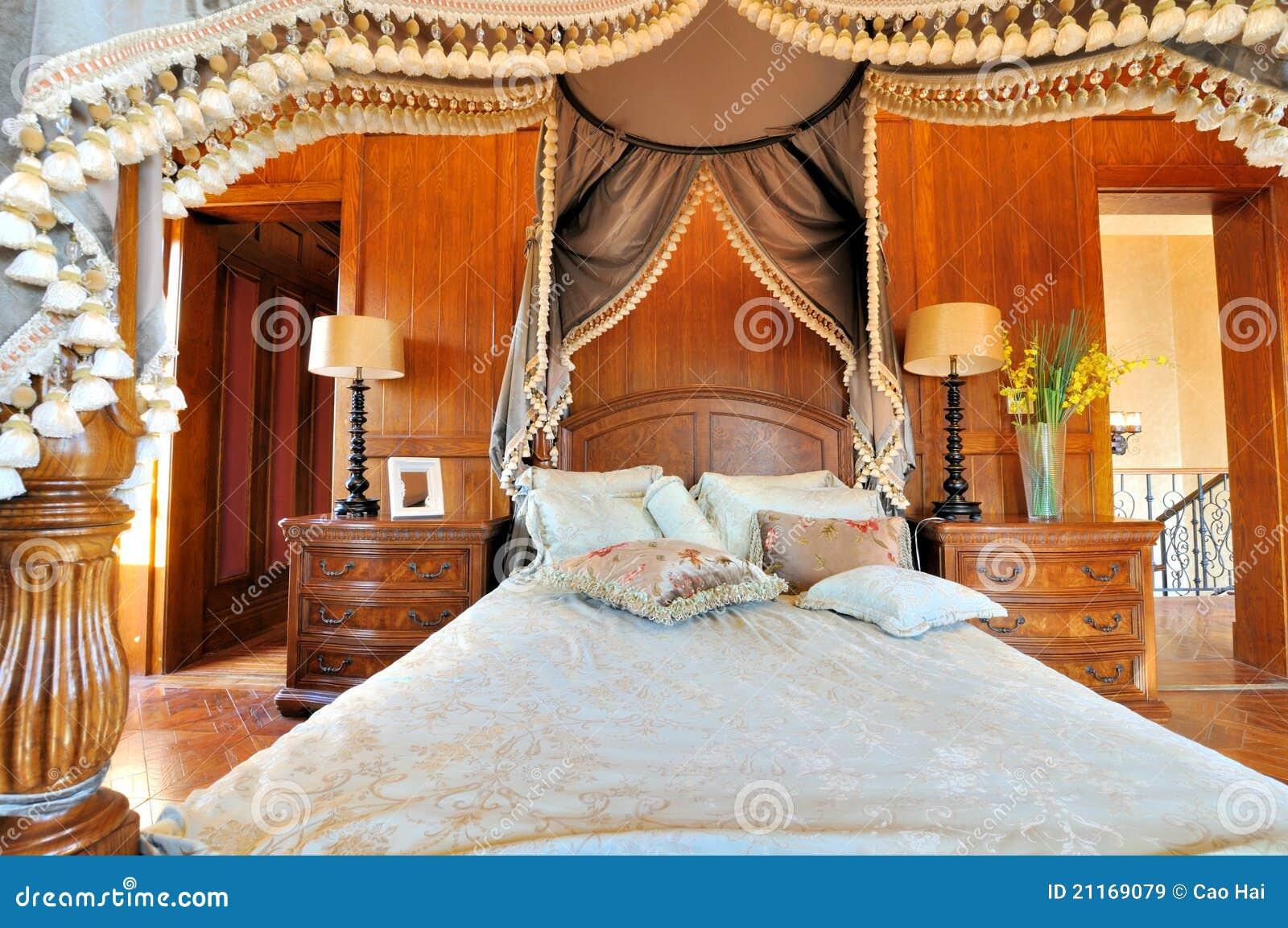 Quarto e cortina flowery no estilo extravagante imagens de for Estilos de cortinas