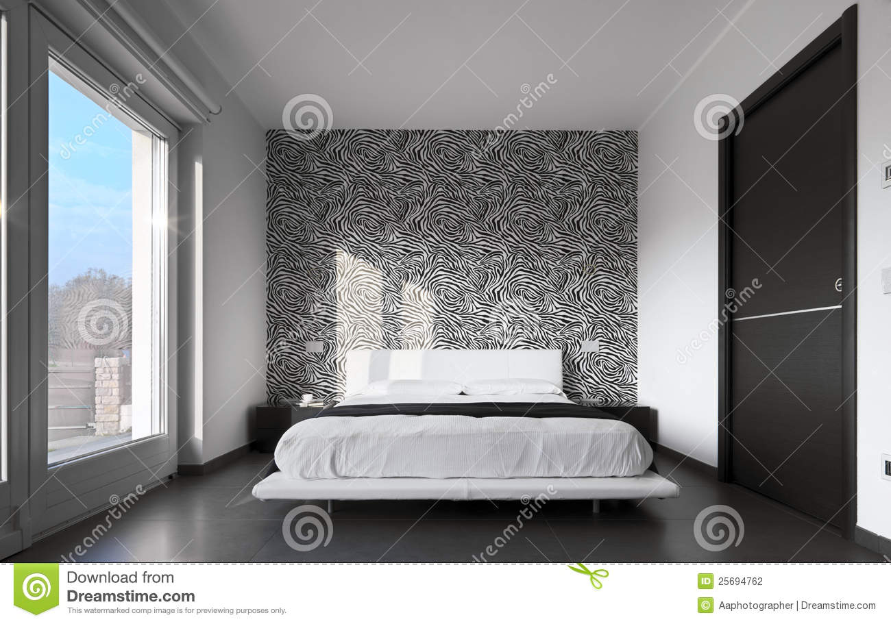 Quarto moderno com papel de parede fotografia de stock for Papel pared moderno