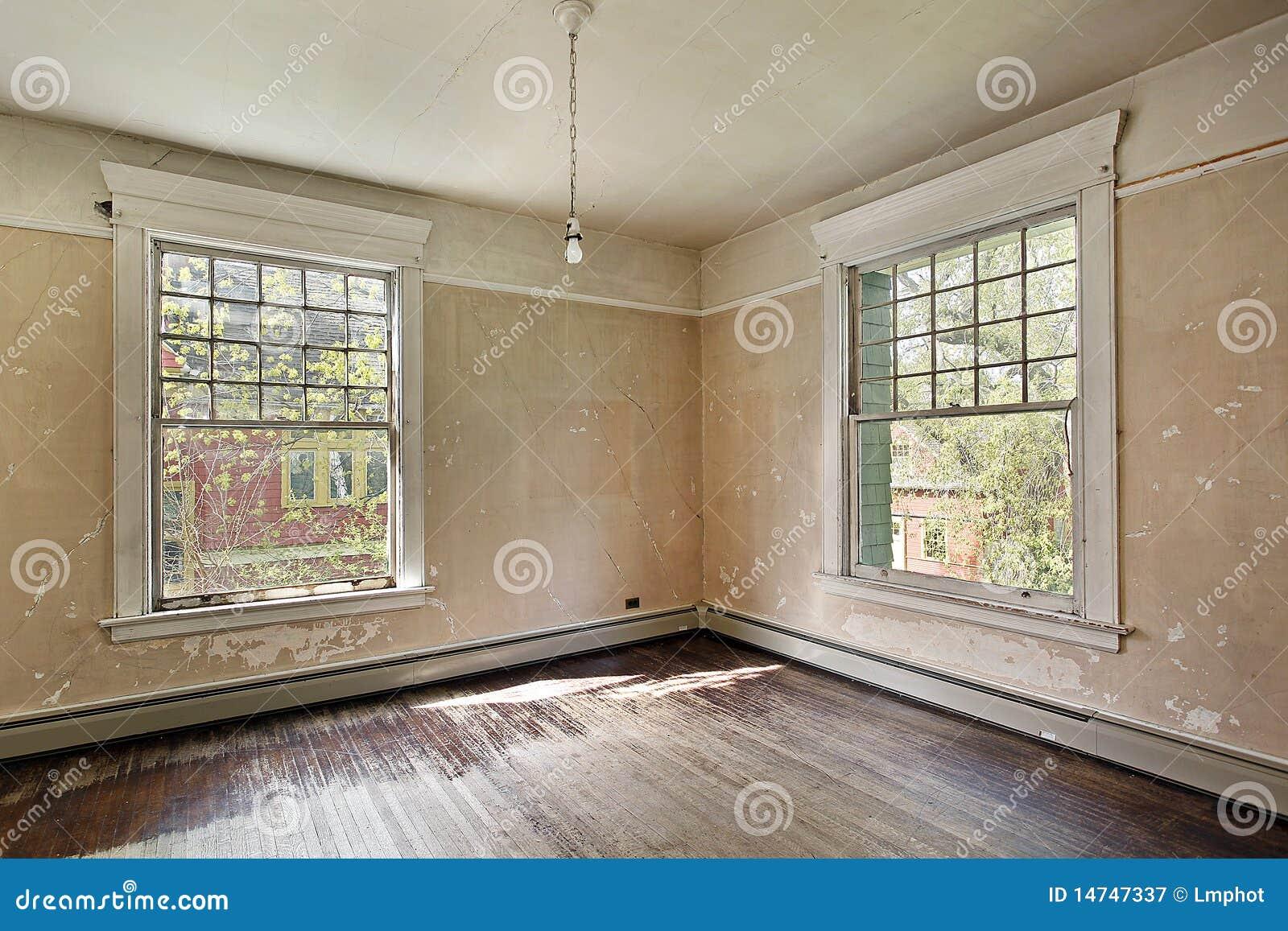 Quarto na HOME abandonada velha