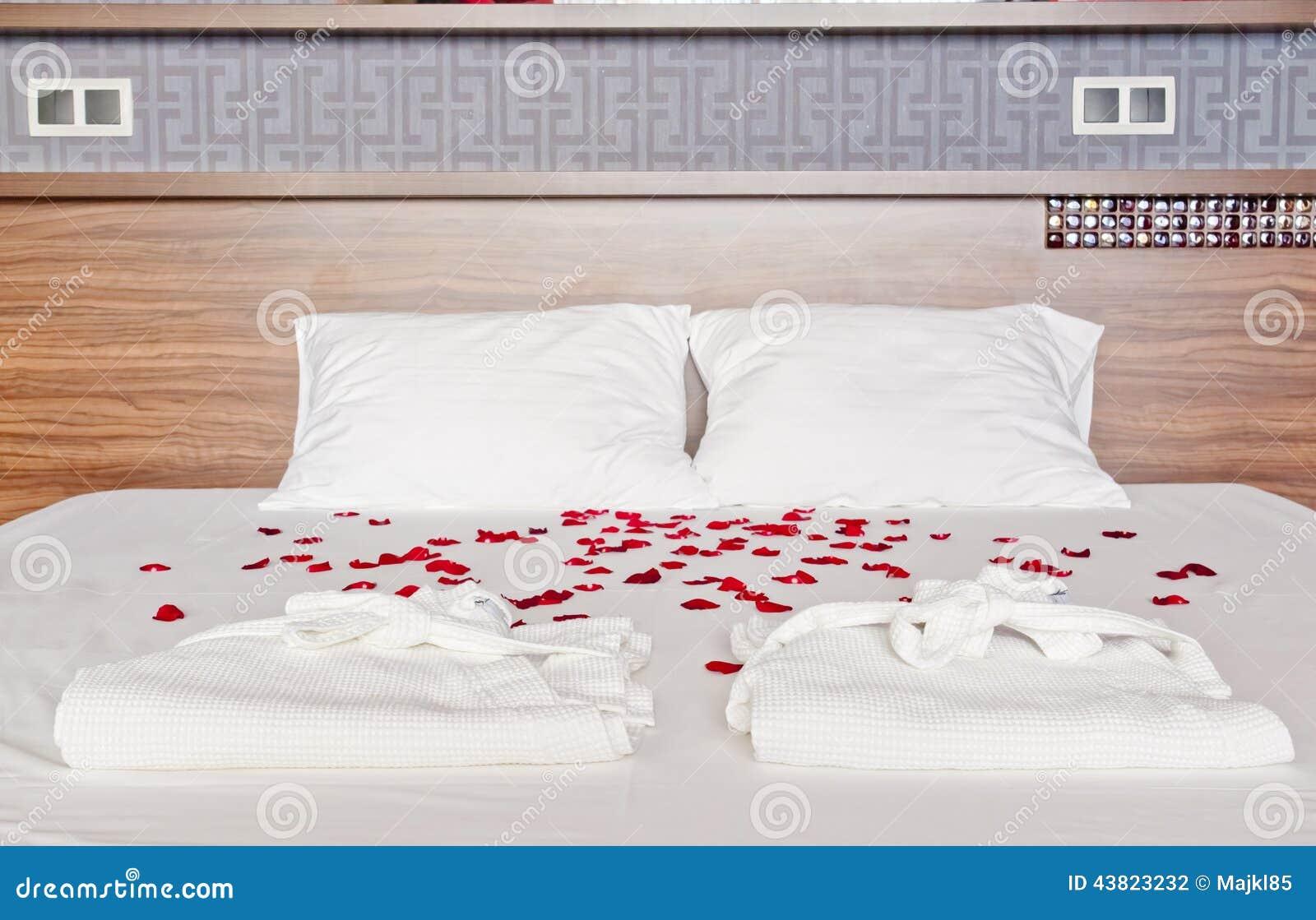 Quarto Romântico Em Um Hotel Dos Termas Pétalas Cor de  ~ Quarto Romantico Com Petalas