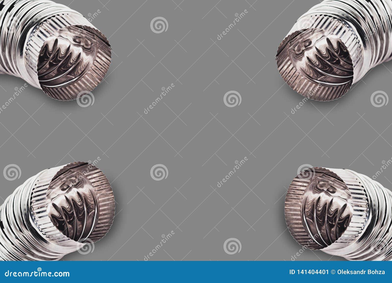 Quatre passent les coudes au bichromate de potasse ondulés des tuyaux pour l air, l eau, le pétrole ou le gaz dans les coins sur