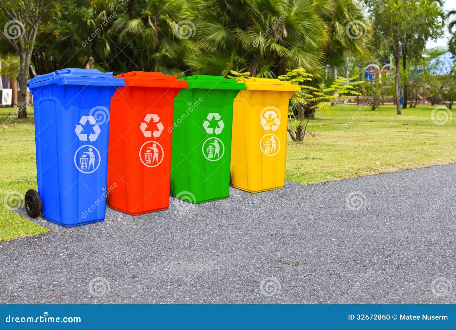 Quatre poubelles de couleur photo stock image 32672860 - Poubelle cuisine couleur jaune ...