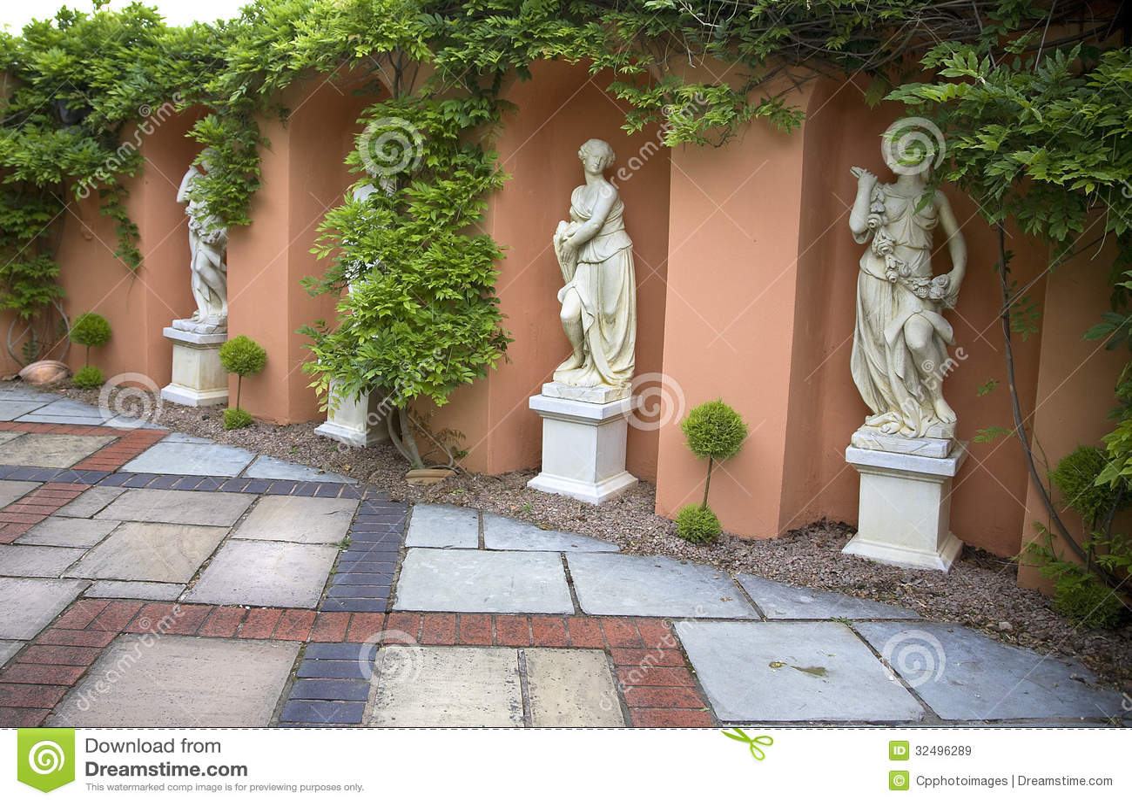Quatre statues d albâtre des femmes