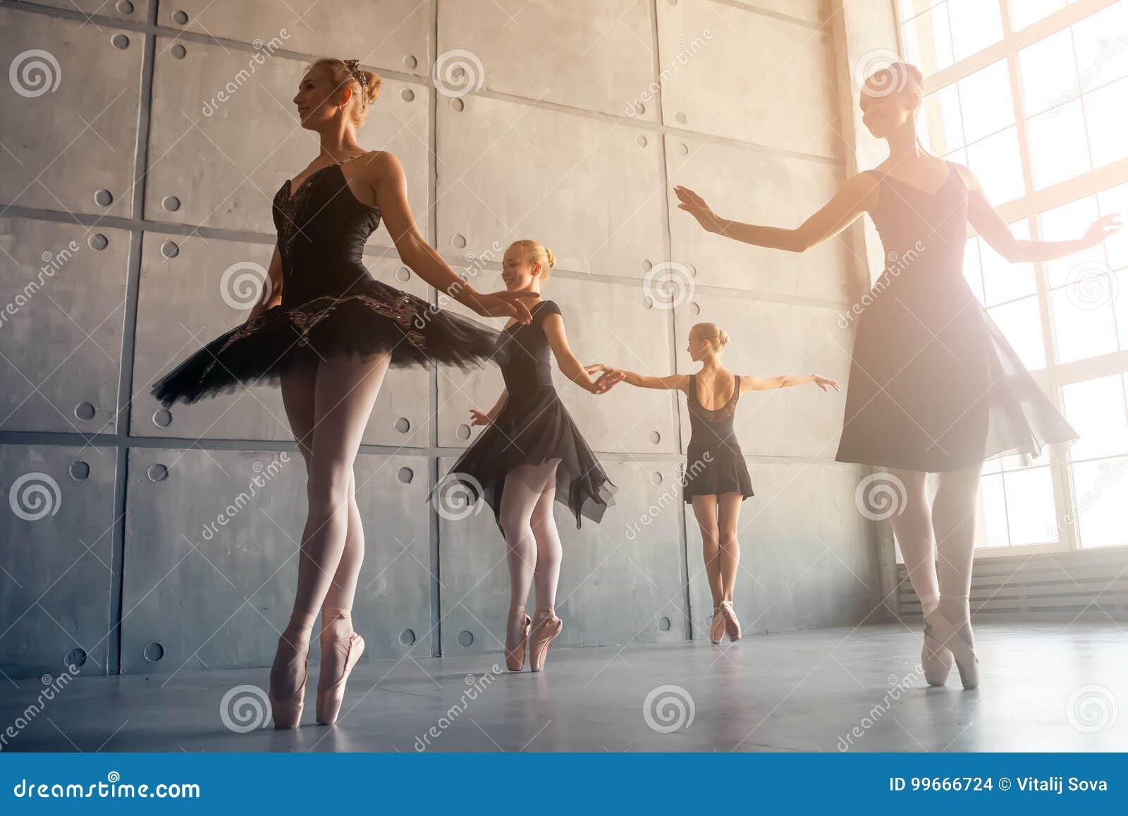 Quatro bailarinas bonitas