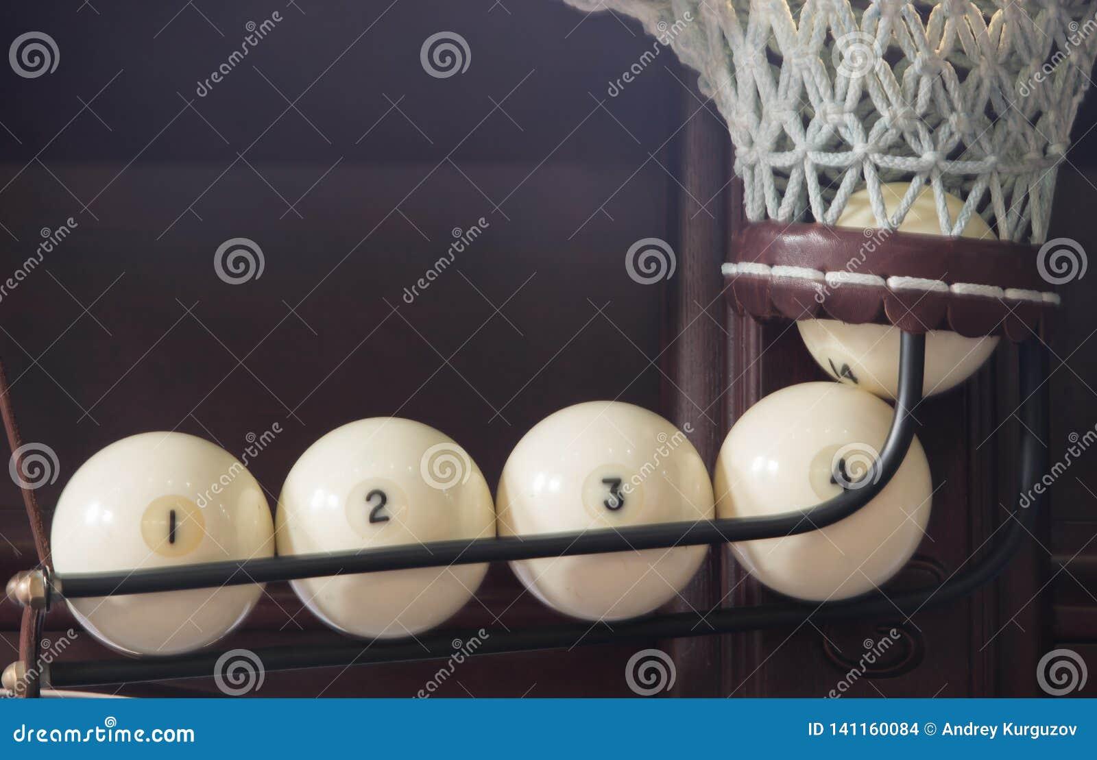 Quatro bolas no bolso, marcado em ordem, close-up