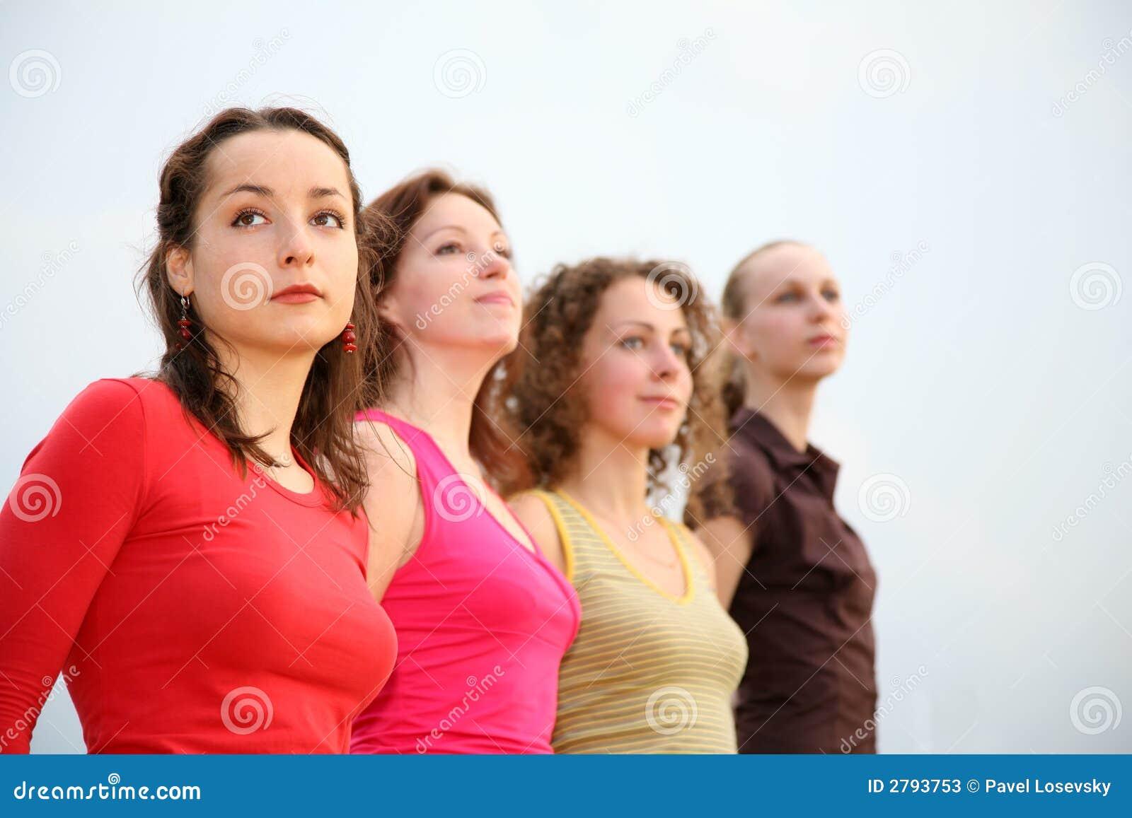 Quatro mulheres novas