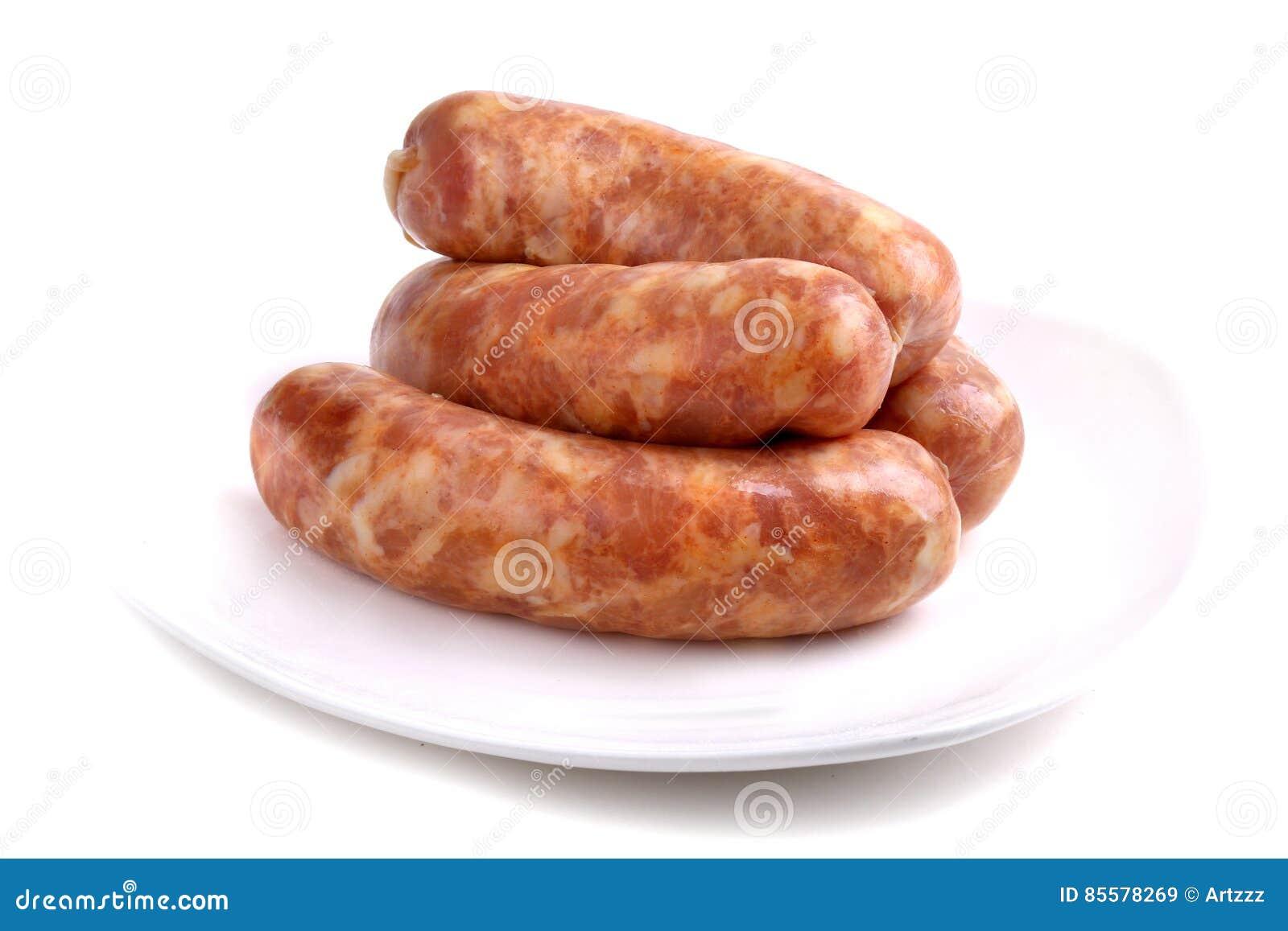 Quatro salsichas cruas