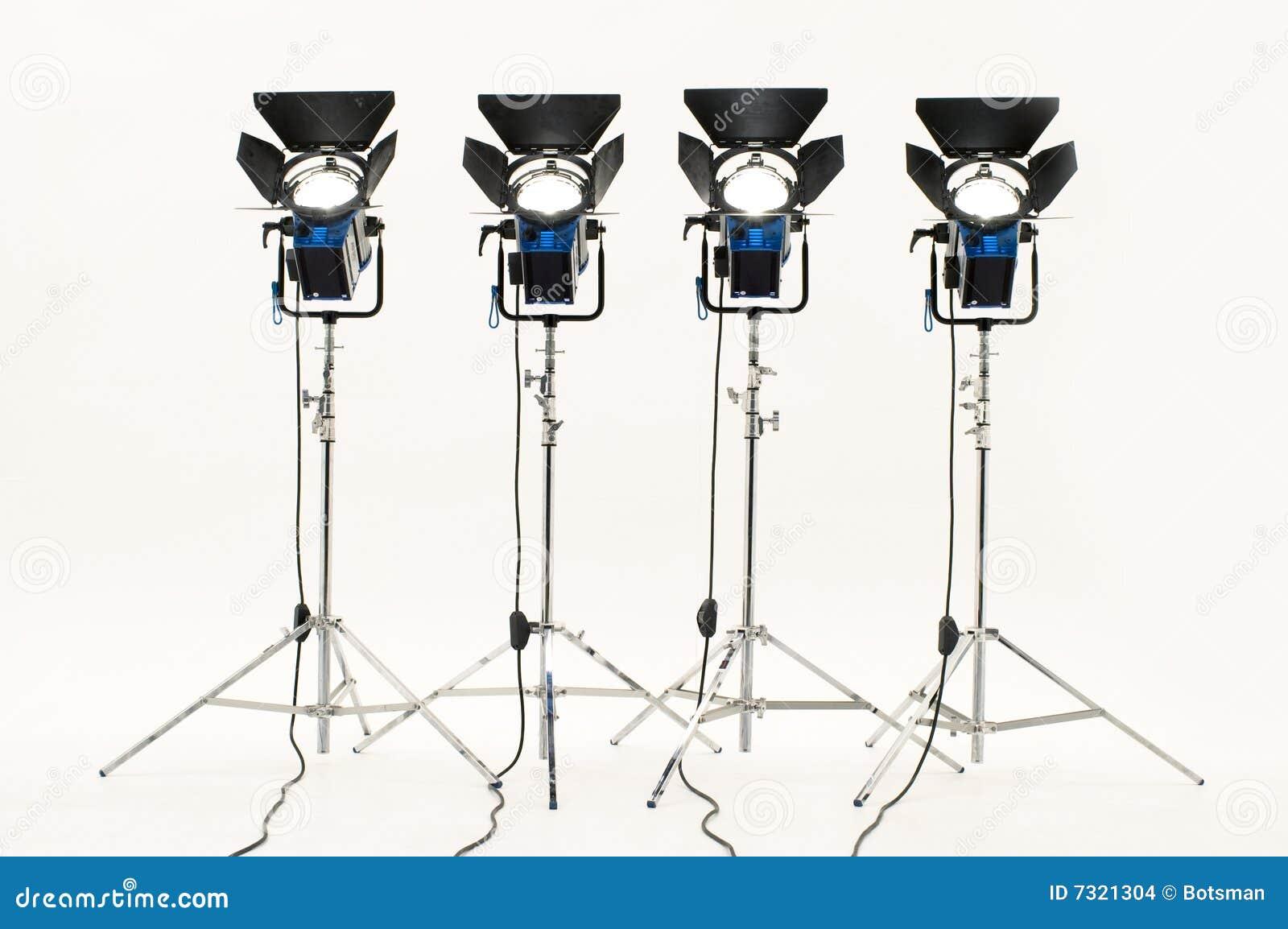 Quattro proiettori.