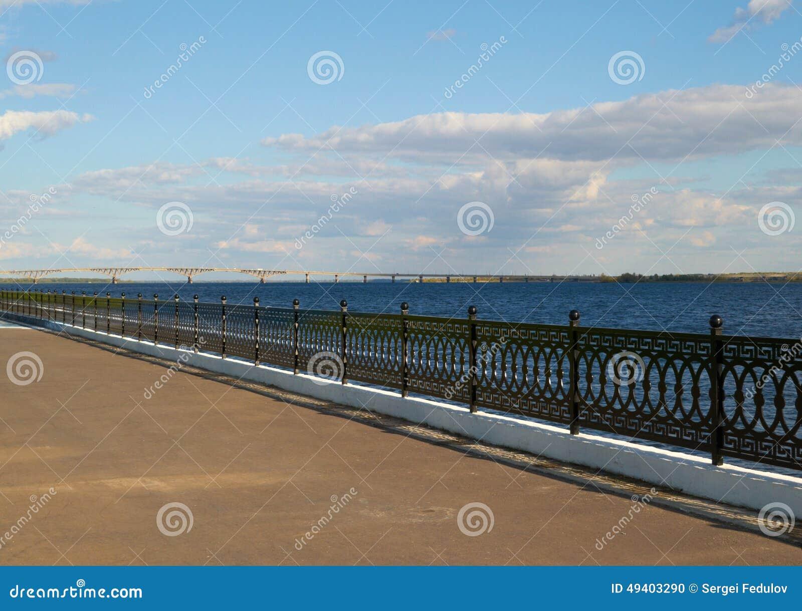 Download Quay Und Bridgeon Der Fluss Stockfoto - Bild von landschaft, grenzstein: 49403290