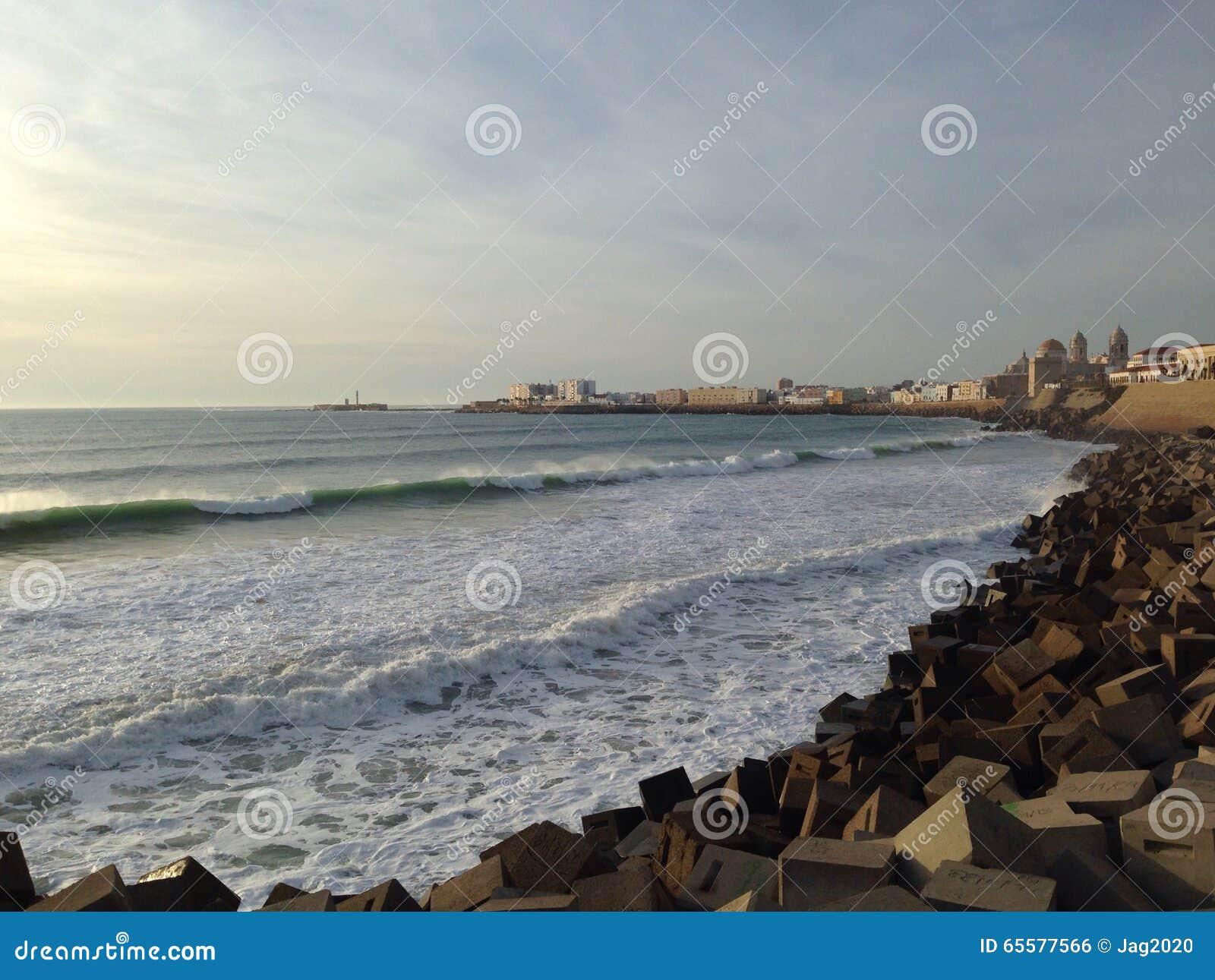Quebra-mar em Cadiz, Andalucia
