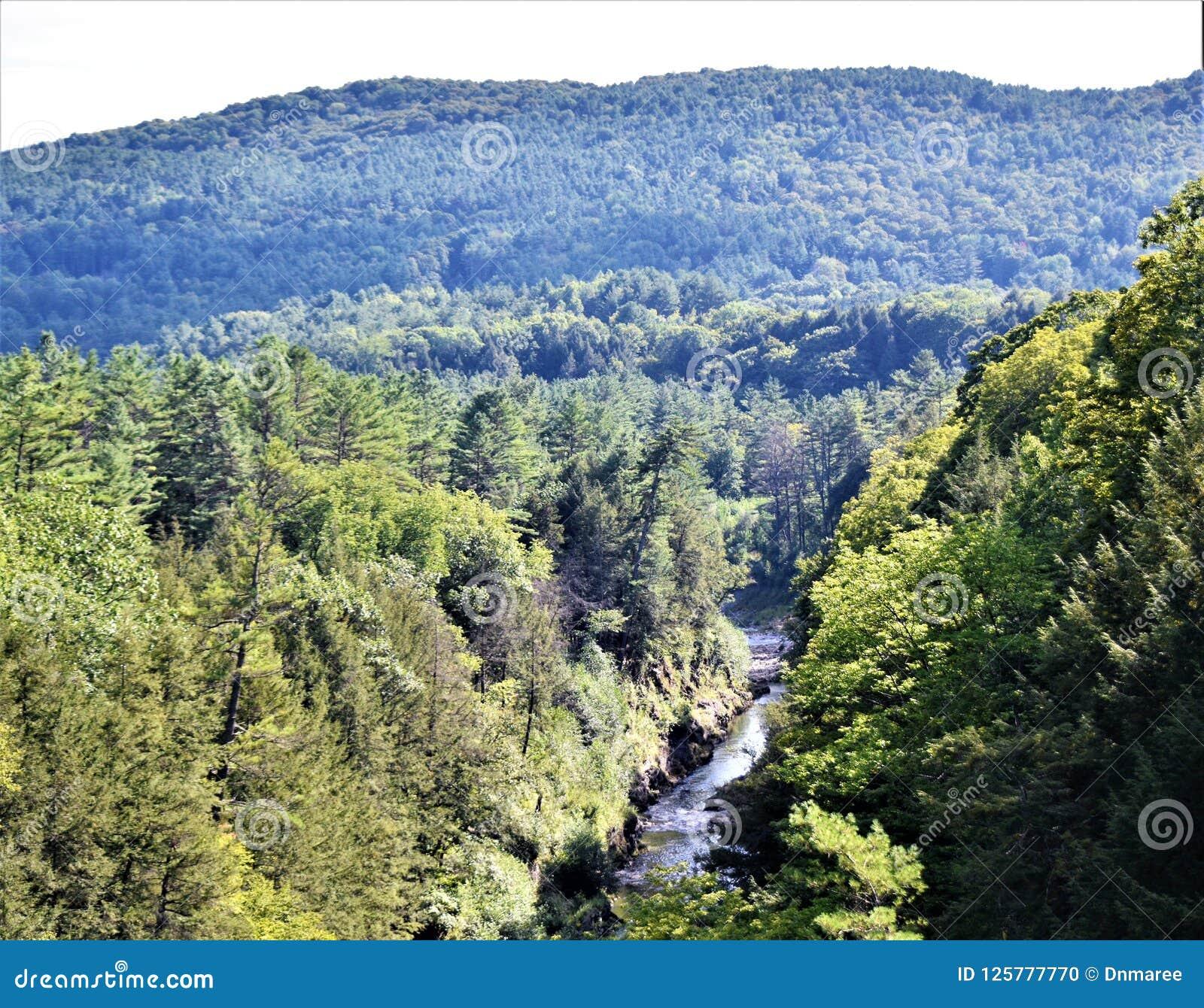 Quechee wąwóz, Quechee wioska, miasteczko Hartford, Windsor okręg administracyjny, Vermont, Stany Zjednoczone