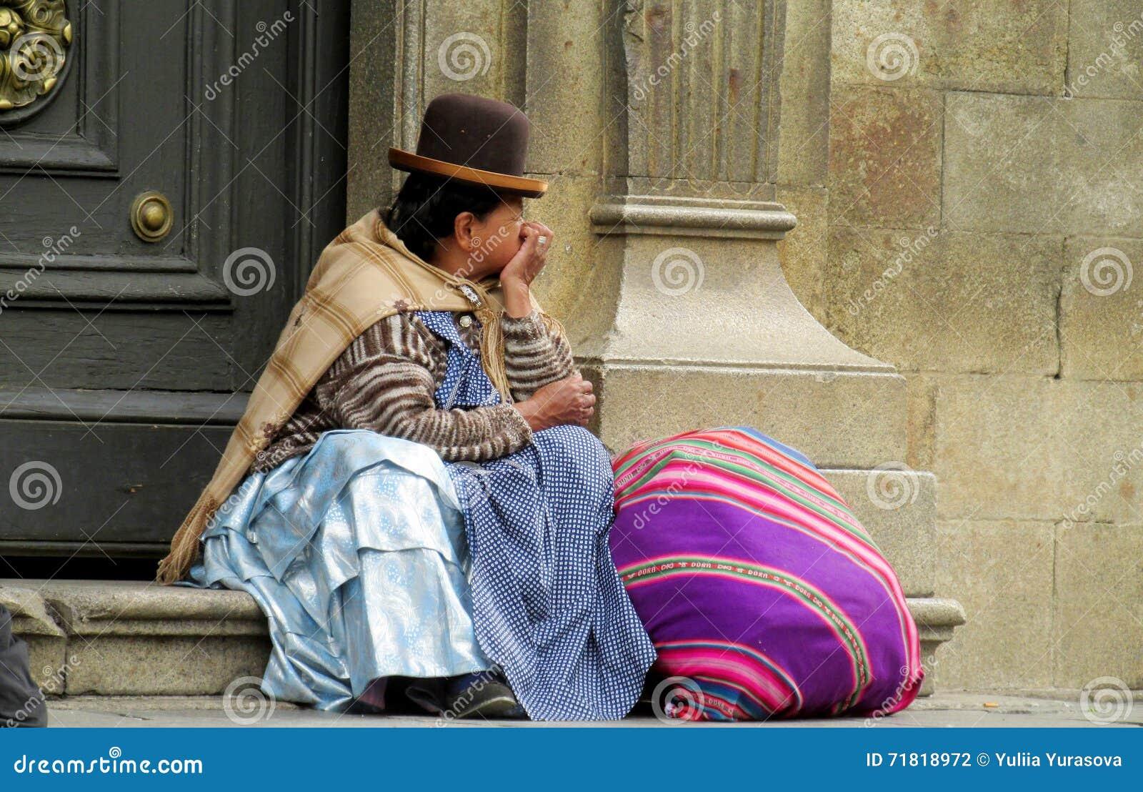 Quechua vrouw in traditionele doek en hoed