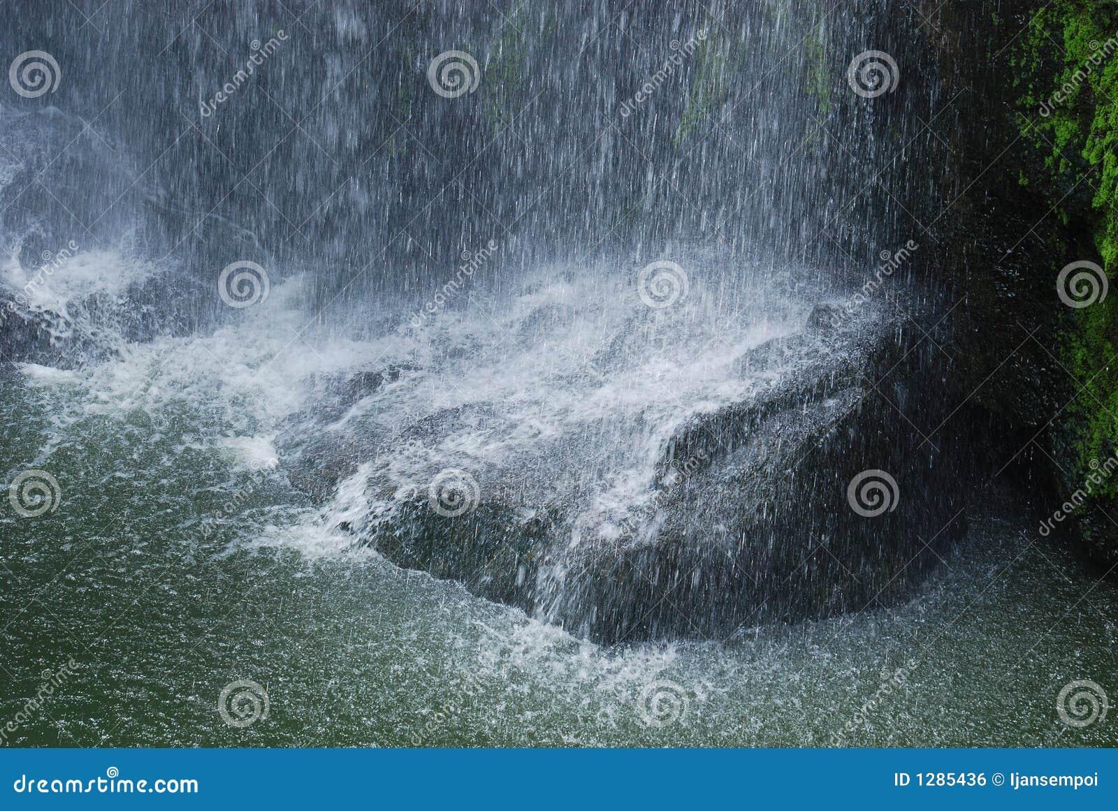Queda da água