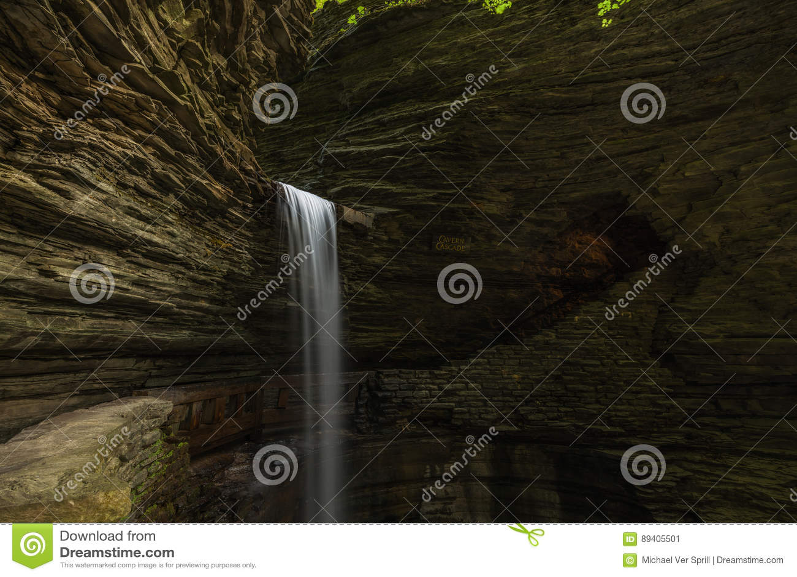 Quedas da cascata da caverna