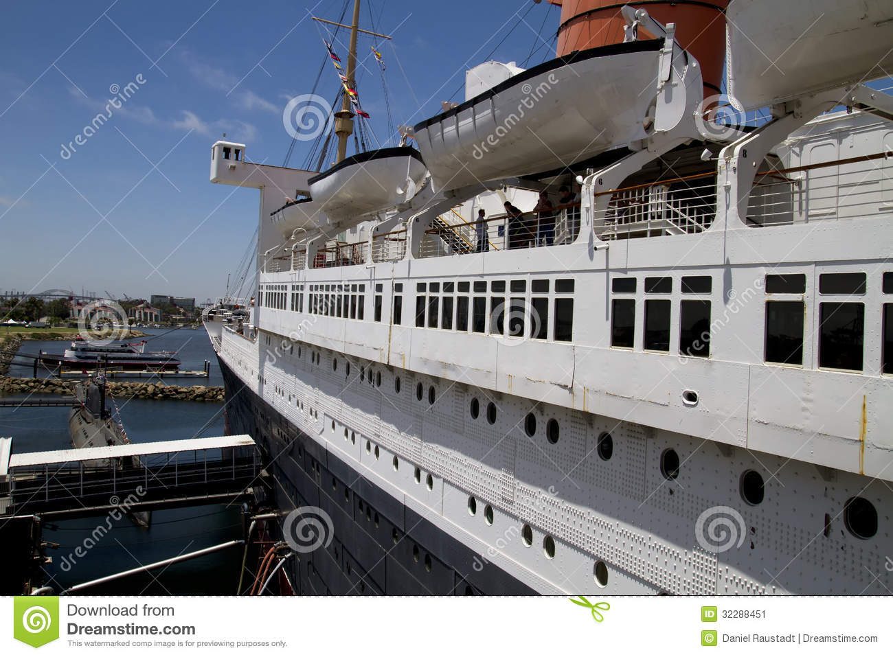 Queen Mary Historic Ocean Liner Stock Image Image 32288451