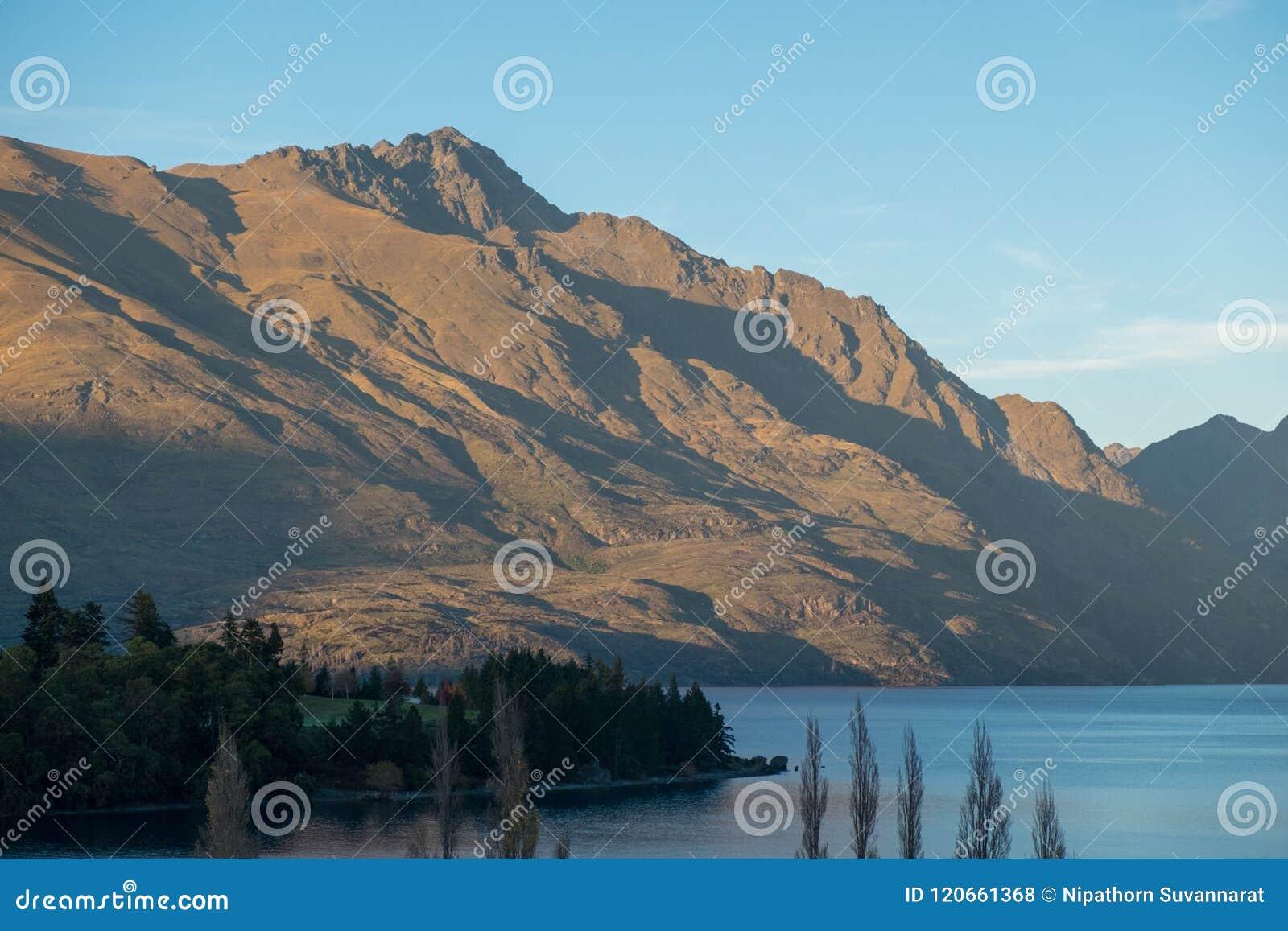 Queenstown et les montagnes de Remarkables, Nouvelle-Zélande