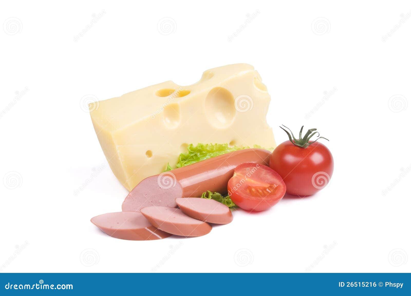 Queijo, salsicha, tomate sobre o branco