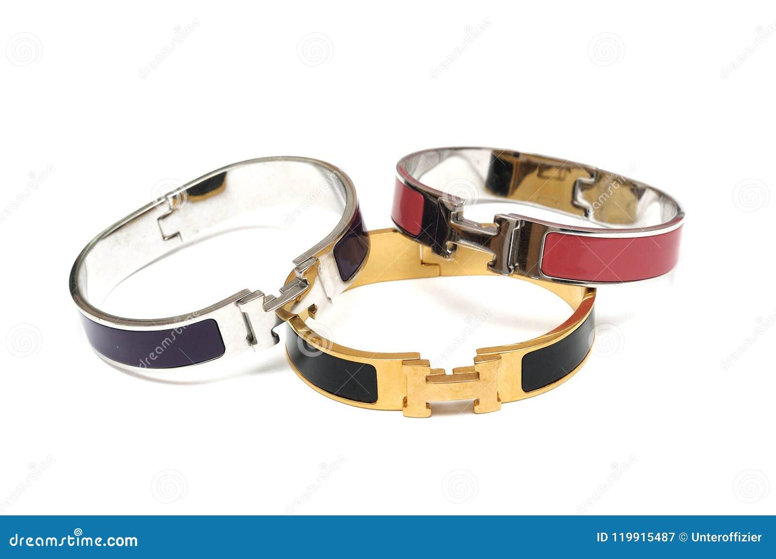 Quelques uns metal des bracelets de bracelets
