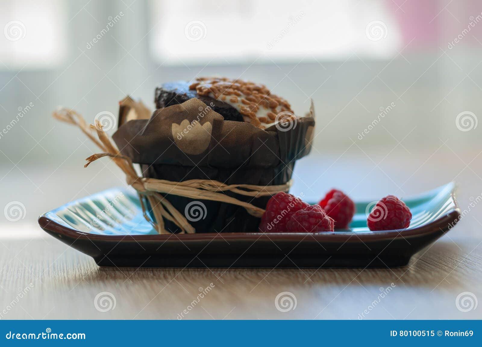 Queque do chocolate com framboesas