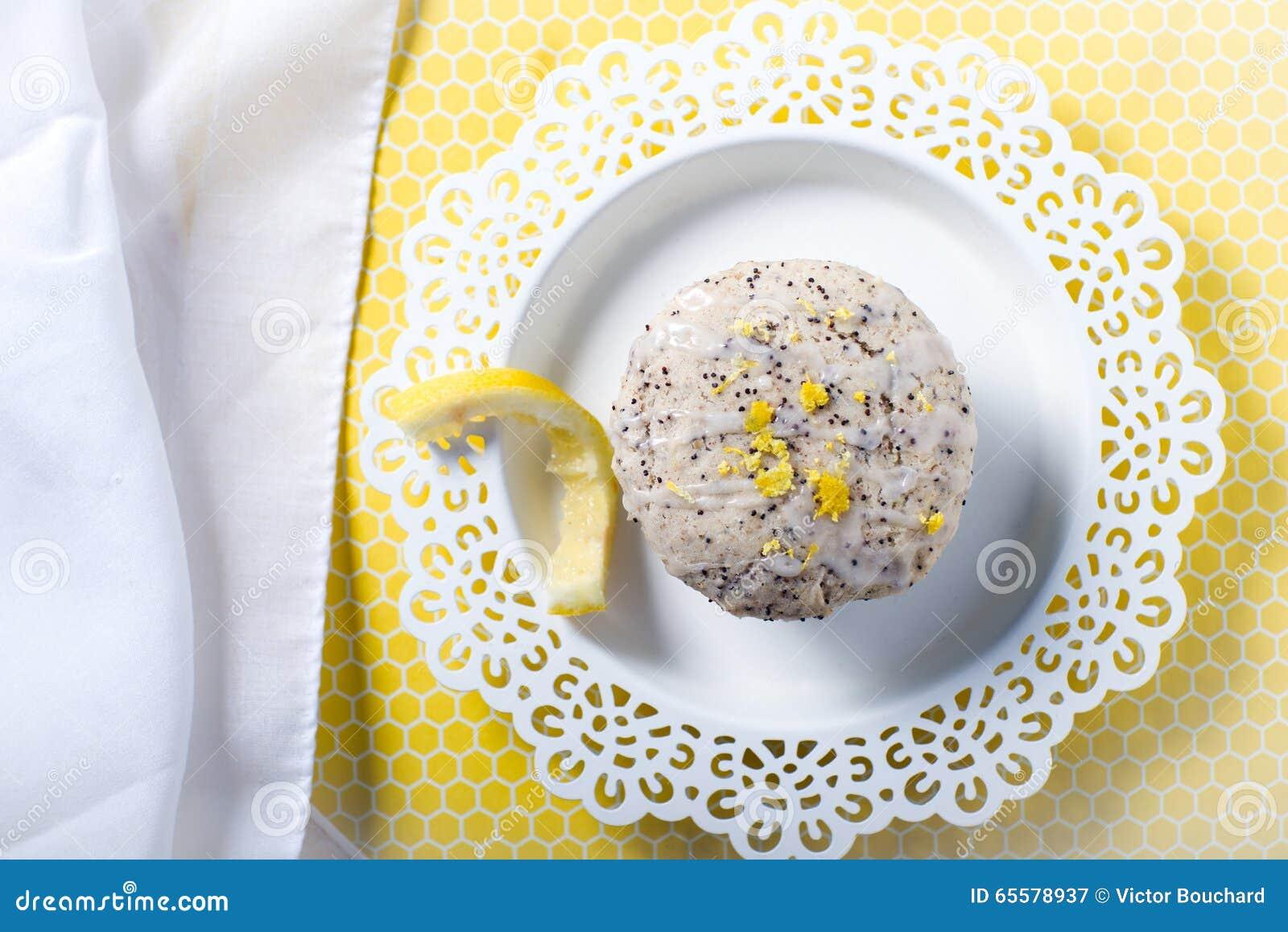 Queques frescos da galdéria da semente de papoila do limão