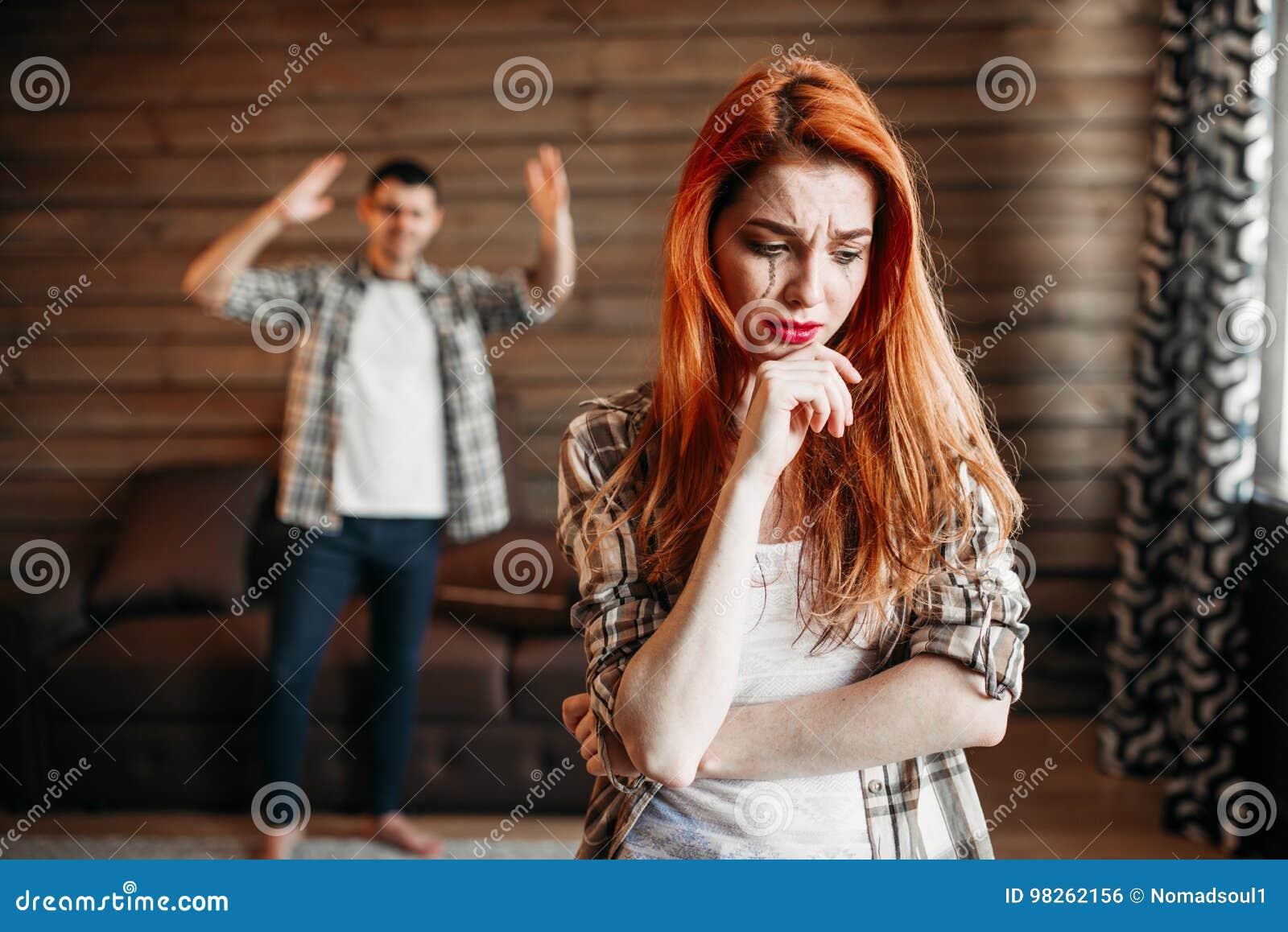 Querelle de famille, couple en conflit, pleurer de femme