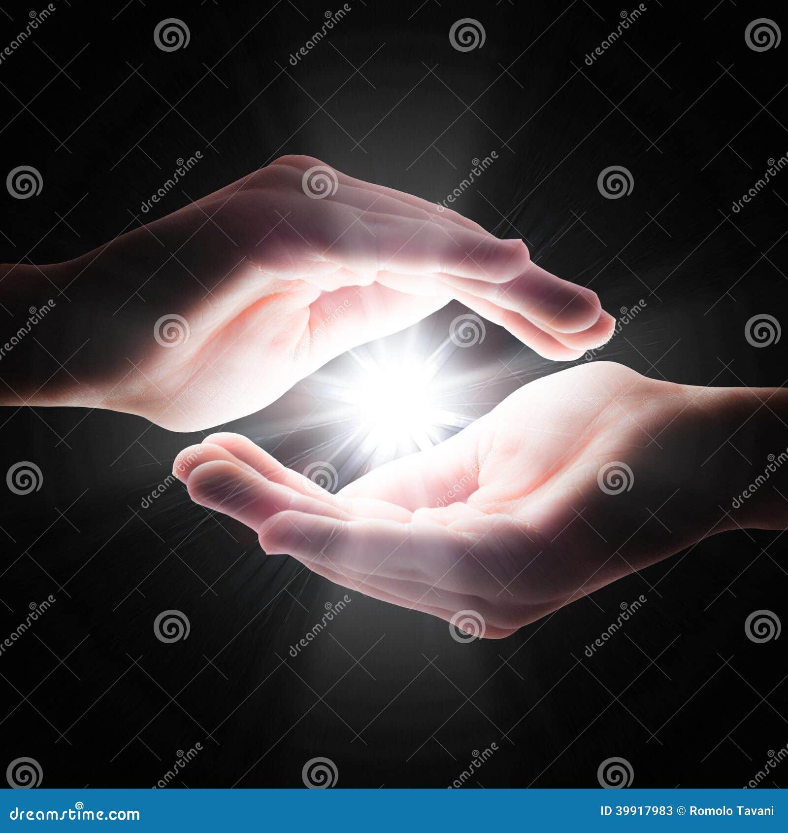 Querlicht in der Dunkelheit in Ihren Händen