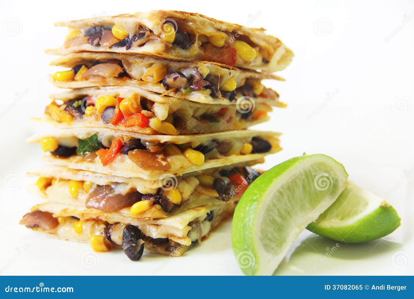 Download Quesadillas Brogujący Z Wapnem Obraz Stock - Obraz złożonej z cilantro, pieprz: 37082065