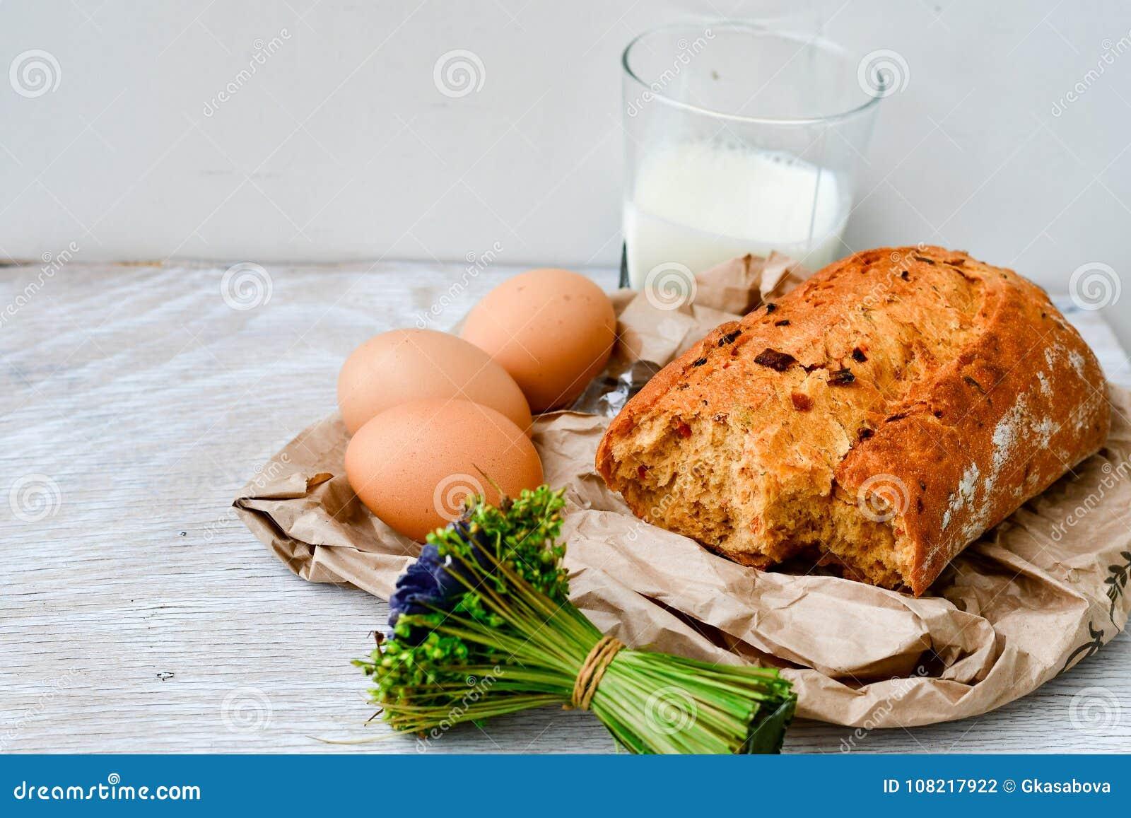 Queso, leche, pan y huevos