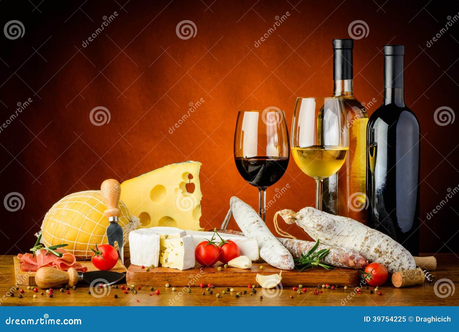 Queso, salchichas y vino