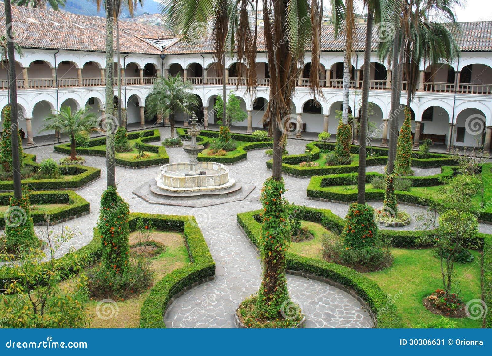 bello piccolo giardino con il sentiero per pedoni s e una fontana ... - Piccolo Giardino Con Fontana
