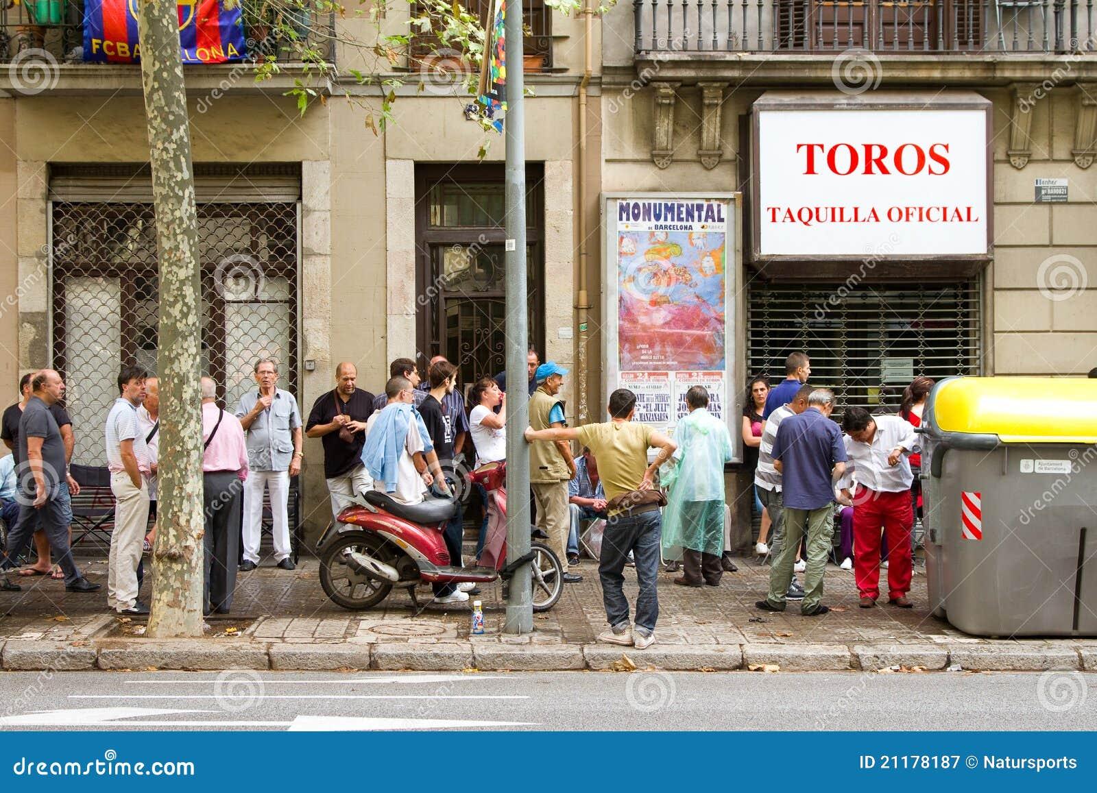 Queue for bullfight