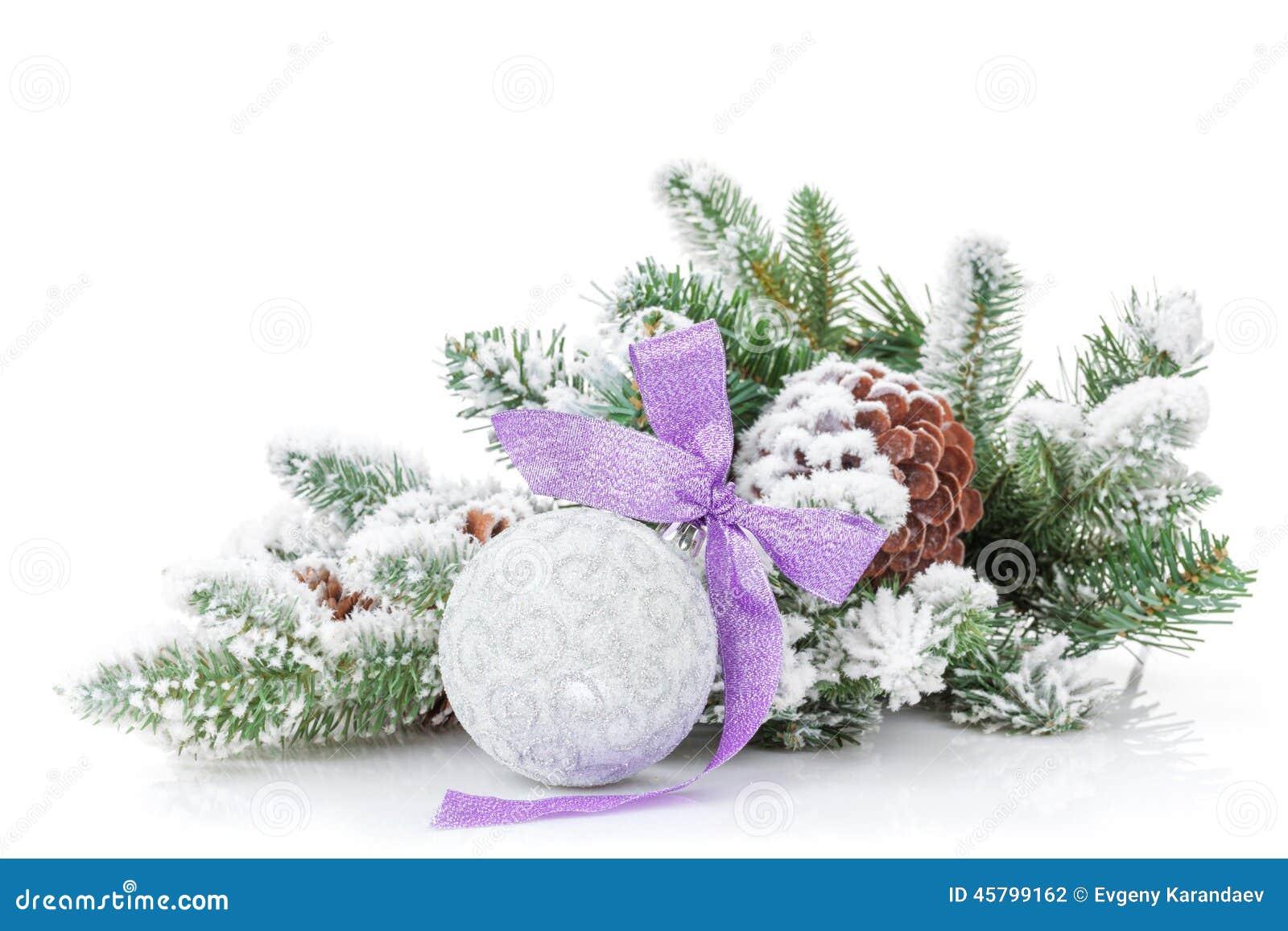 Quinquilharia do Natal com a árvore roxa da fita e de abeto