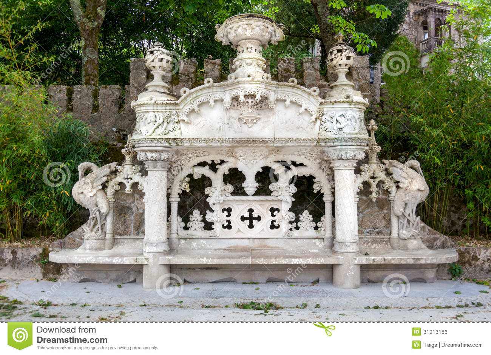 Quinta da regaleira palace in sintra lisbon portugal for Jardines quinta da regaleira